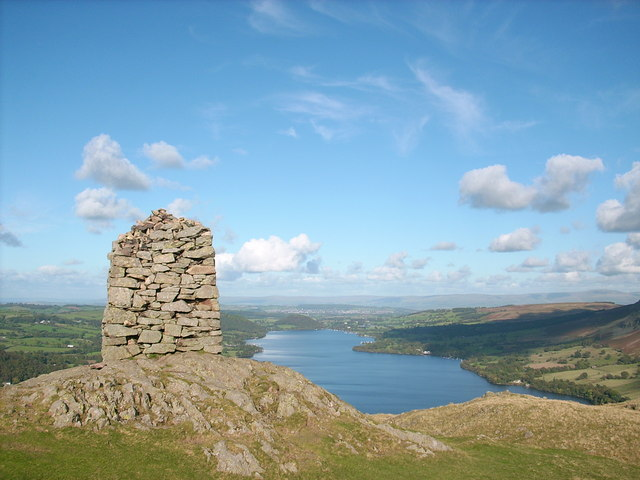 The obelisk on the summit of Hallin Fell - geograph.org.uk - 1526705