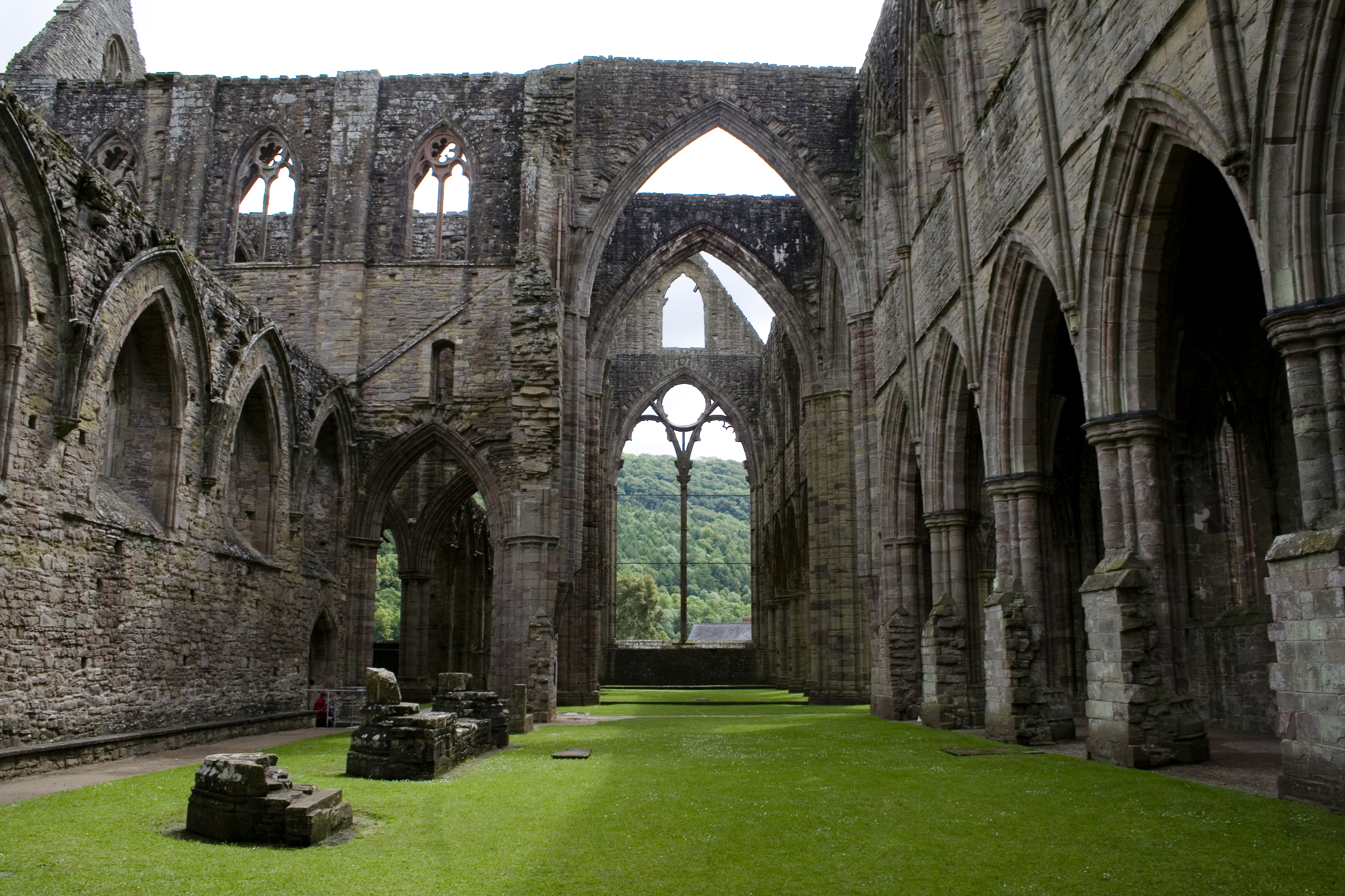 File Tintern Abbey Inside Jpg Wikimedia Commons