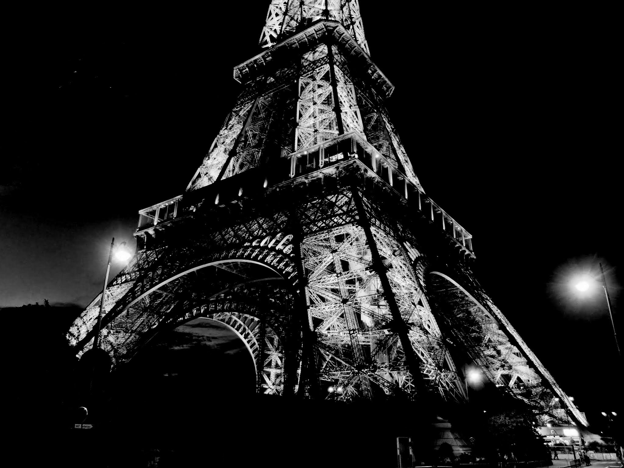 file tour eiffel noir et blanc jpg wikimedia commons. Black Bedroom Furniture Sets. Home Design Ideas