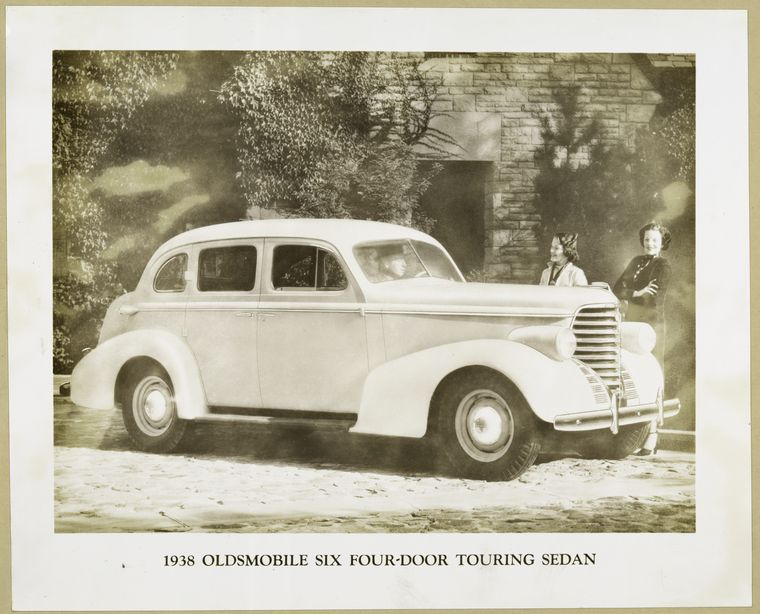 File 1938 oldsmobile six four door touring sedan for 1938 oldsmobile 4 door for sale