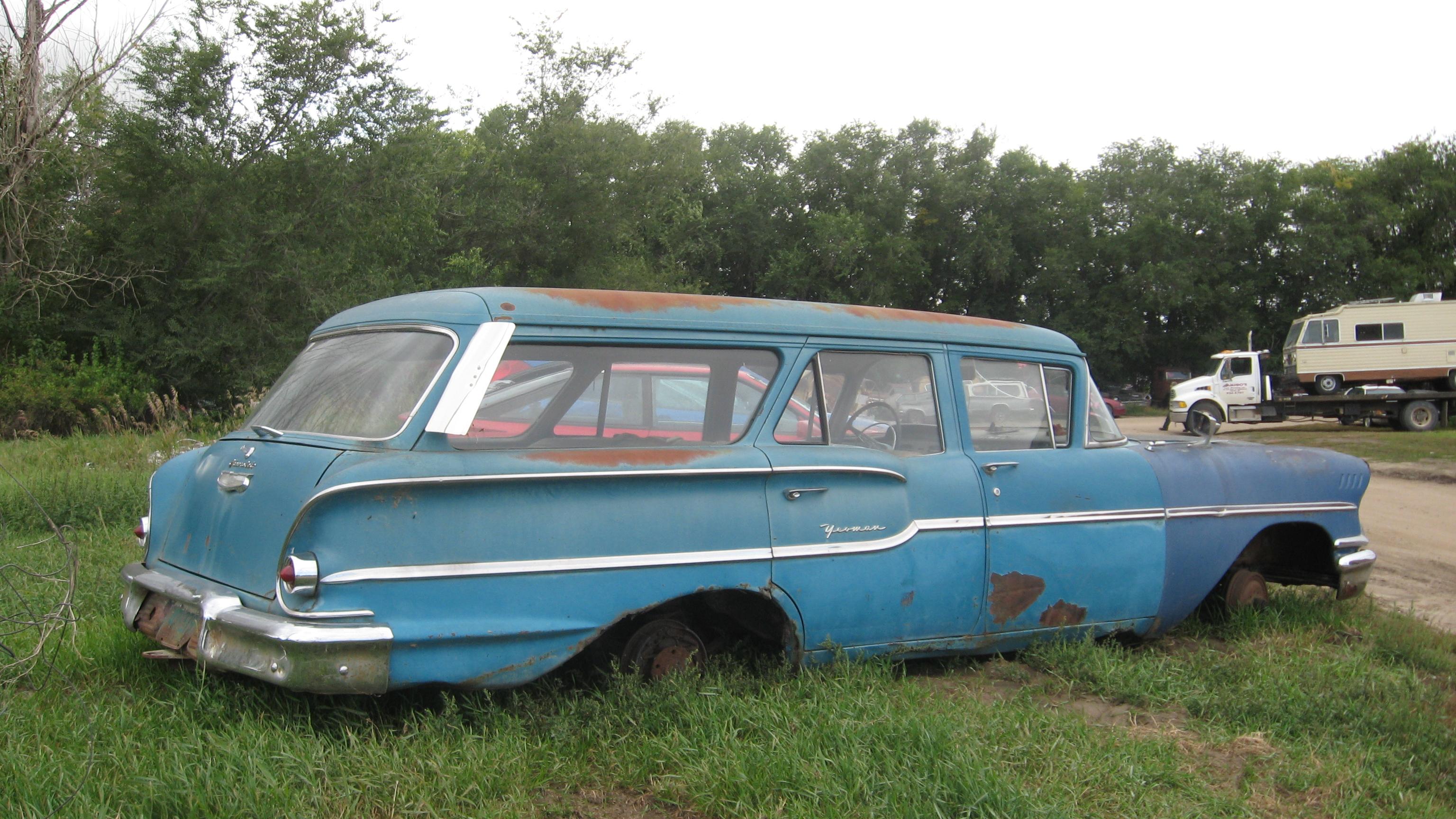 Description 1958 Chevy Yeoman wagon side.JPG