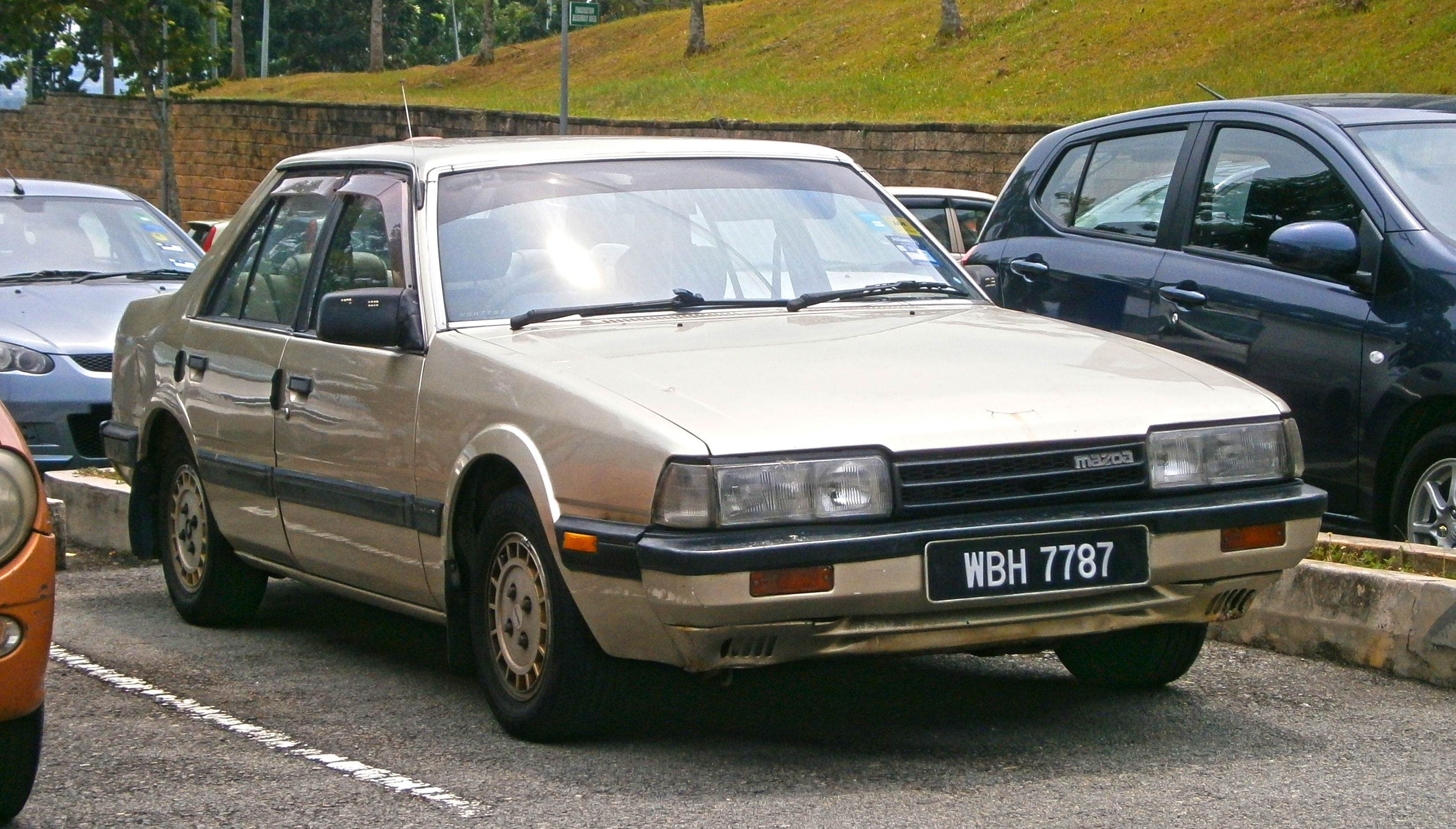 File:1987 Mazda 626 (GC) 1.8i 4-door sedan (19553947930).jpg ...