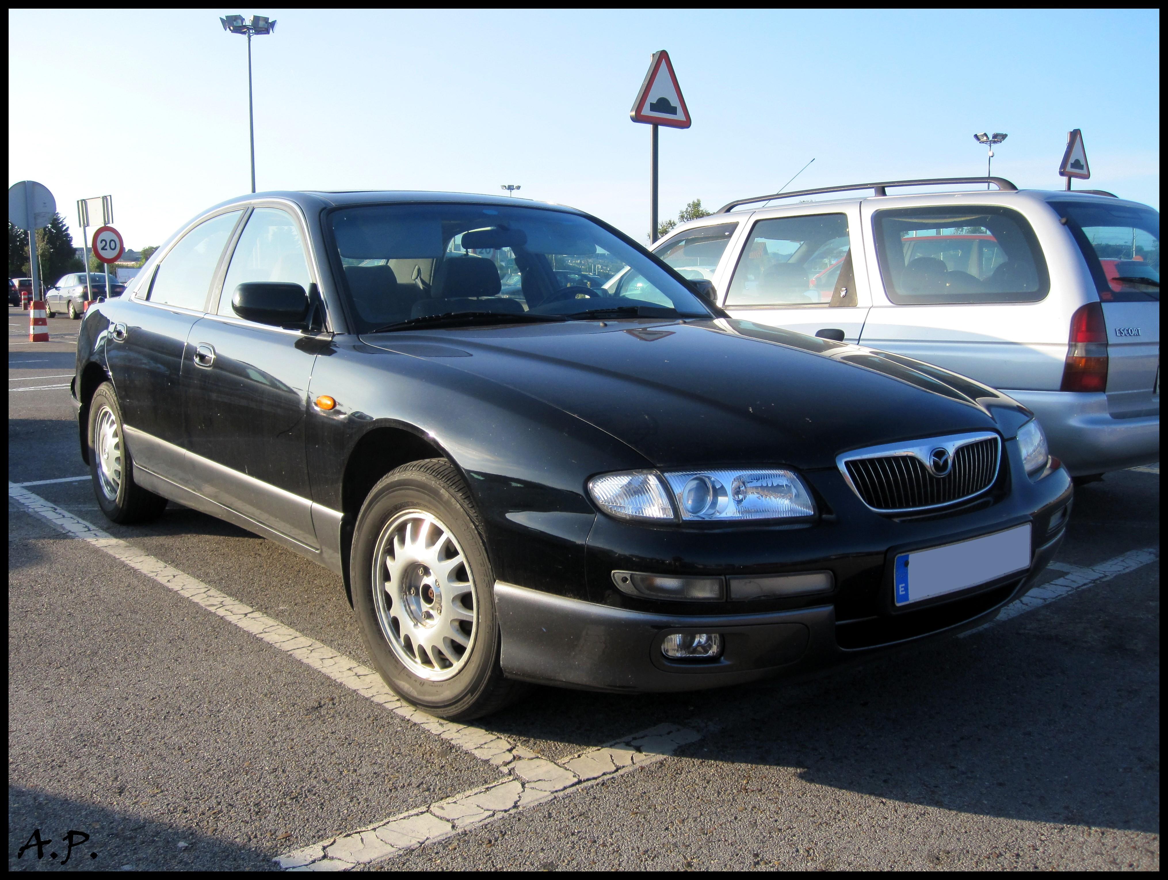 https://upload.wikimedia.org/wikipedia/commons/f/f1/2000_Mazda_Xedos_9_%284797149111%29.jpg