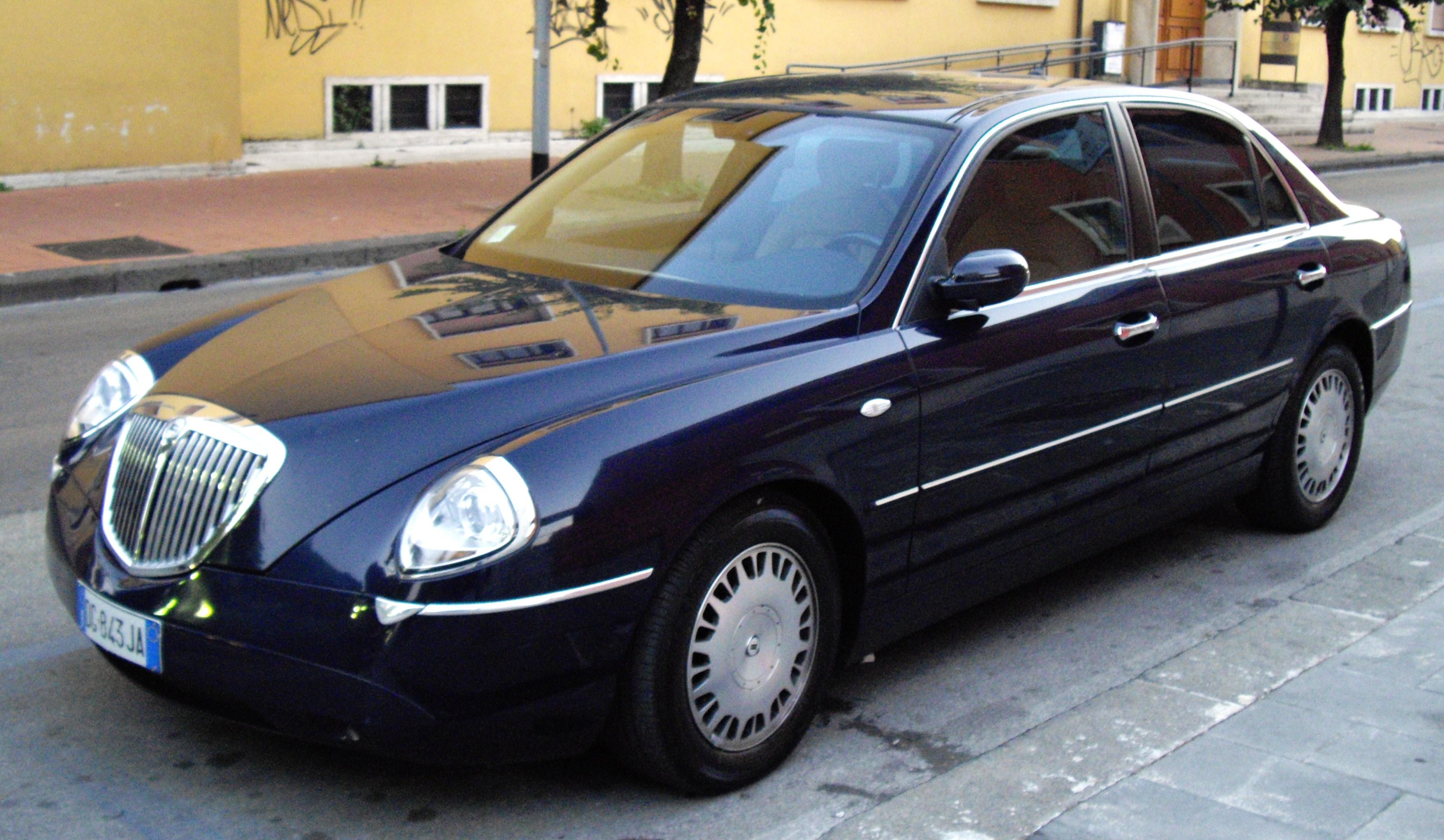 File:2004 Lancia Thesis.JPG - Wikimedia Commons