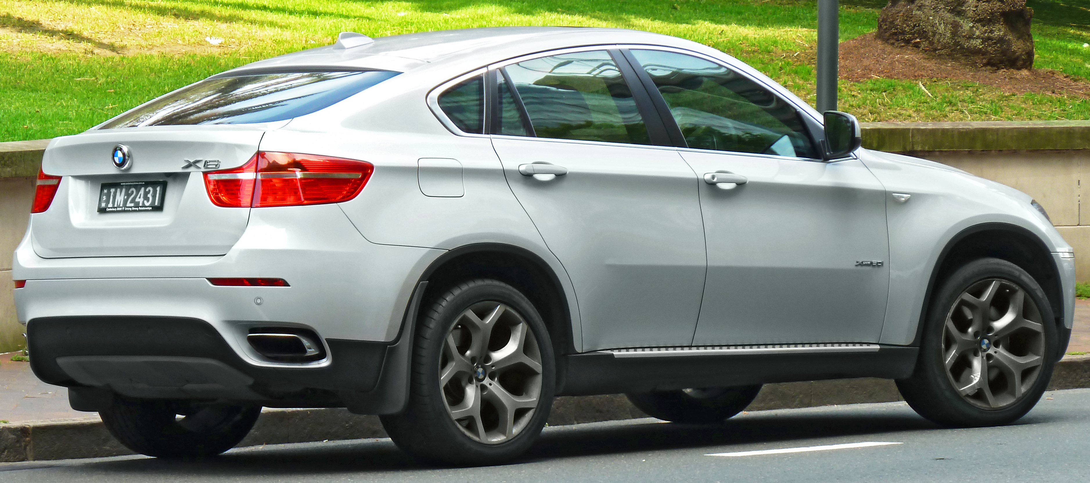 File:2008-2011 BMW X6 (E71) xDrive50i wagon (2011-11-08 ...