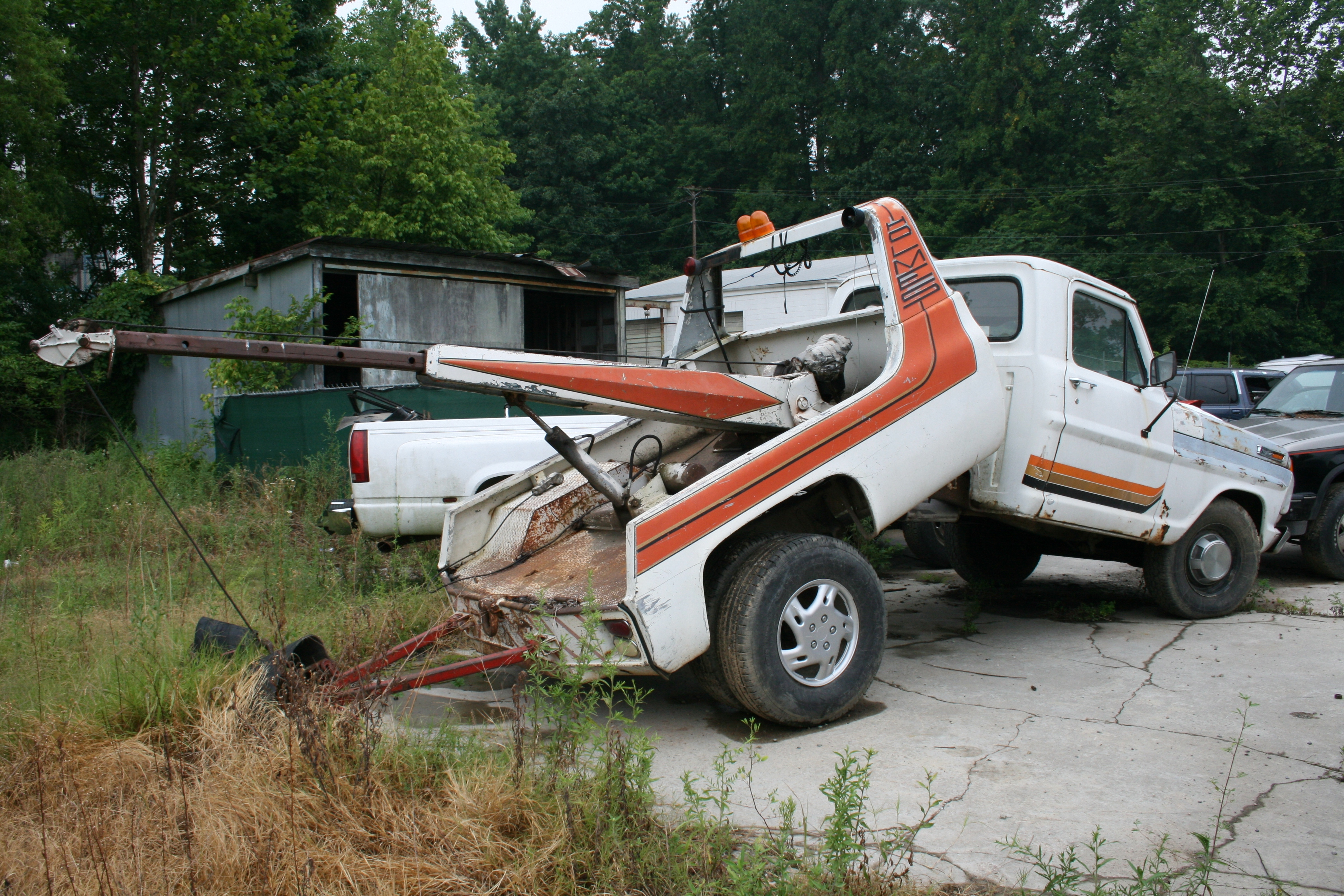 File:2009-07-05 Folded tow truck.jpg - Wikimedia Commons