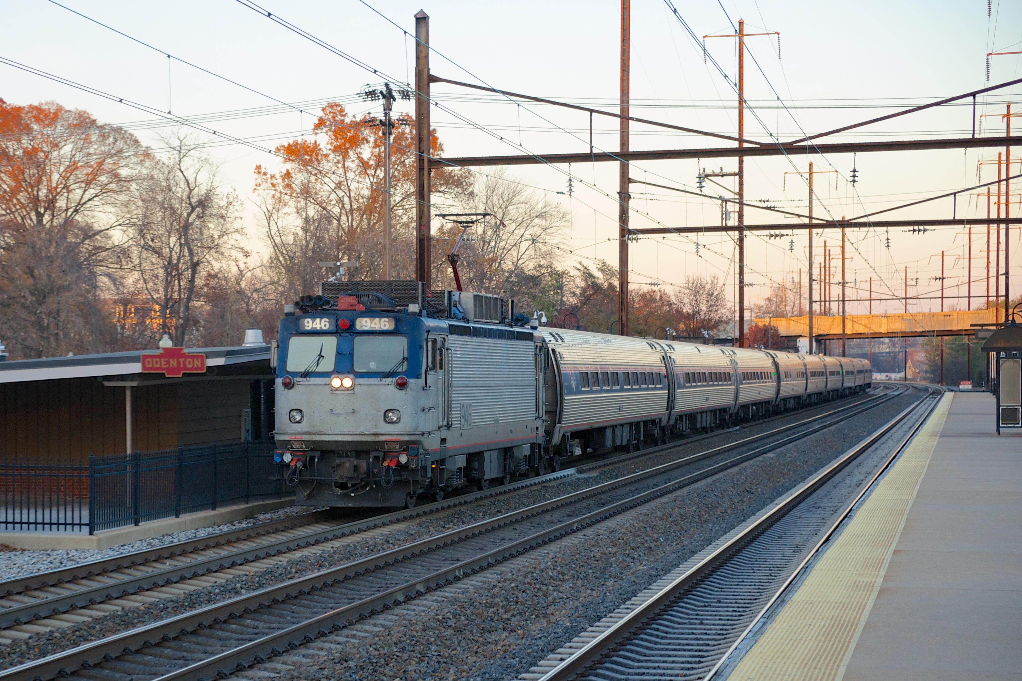 Description Amtrak Northeast Regional at Odenton.jpg