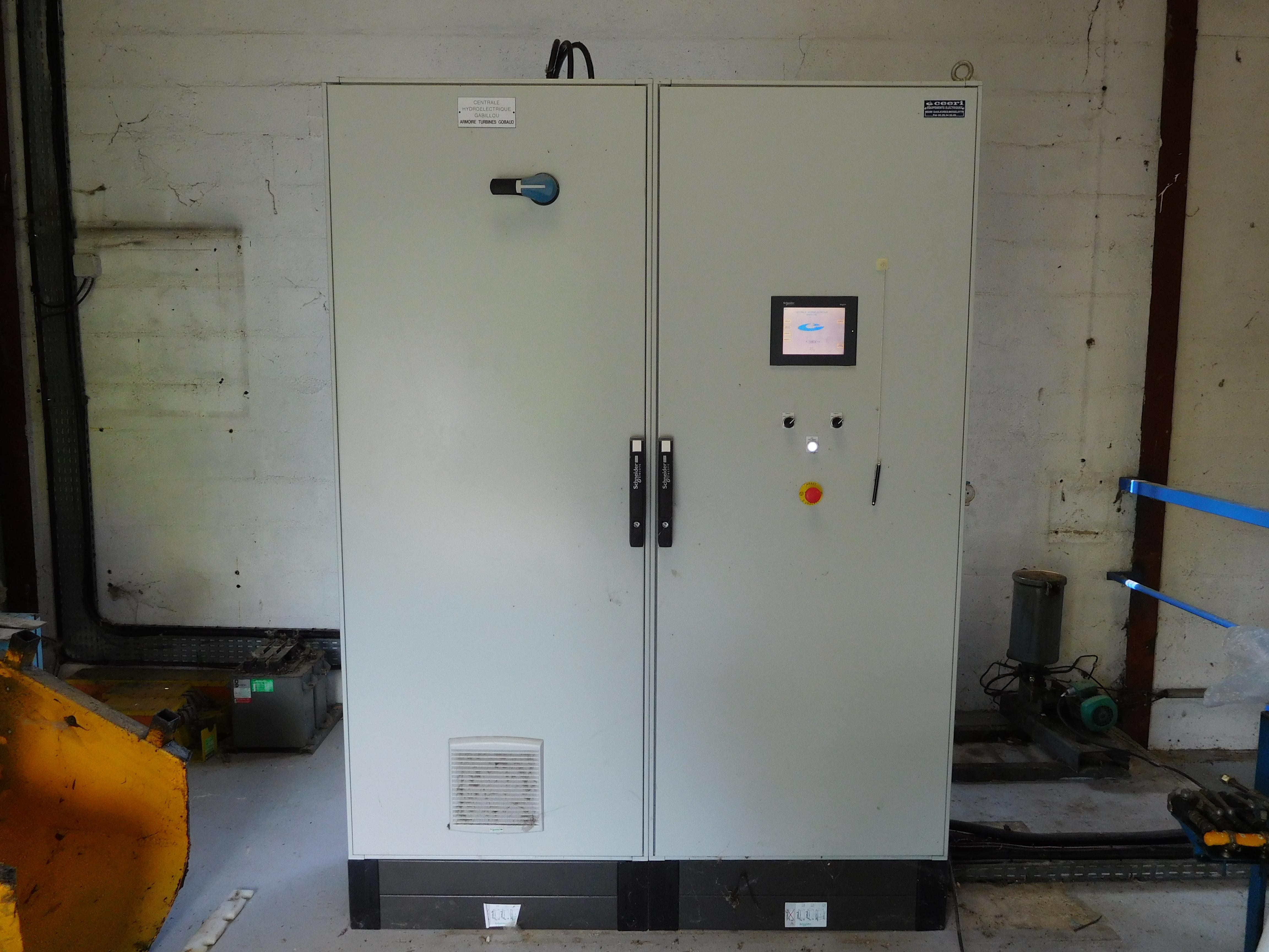 Armoire electrique free armoire de chantier standard with - Montage armoire electrique industriel ...