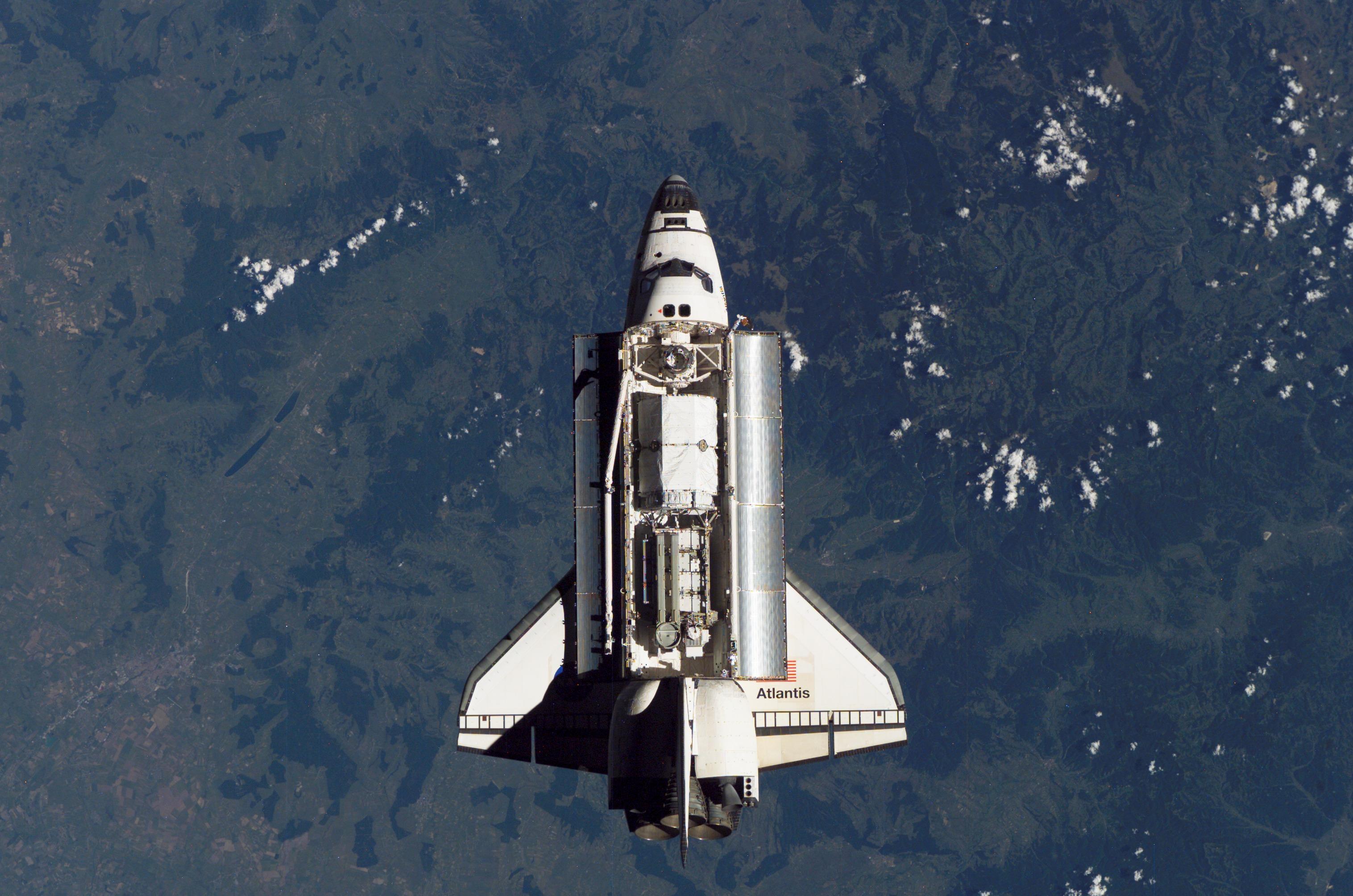 Shuttle Atlantis Atlantis on Top of The Shuttle