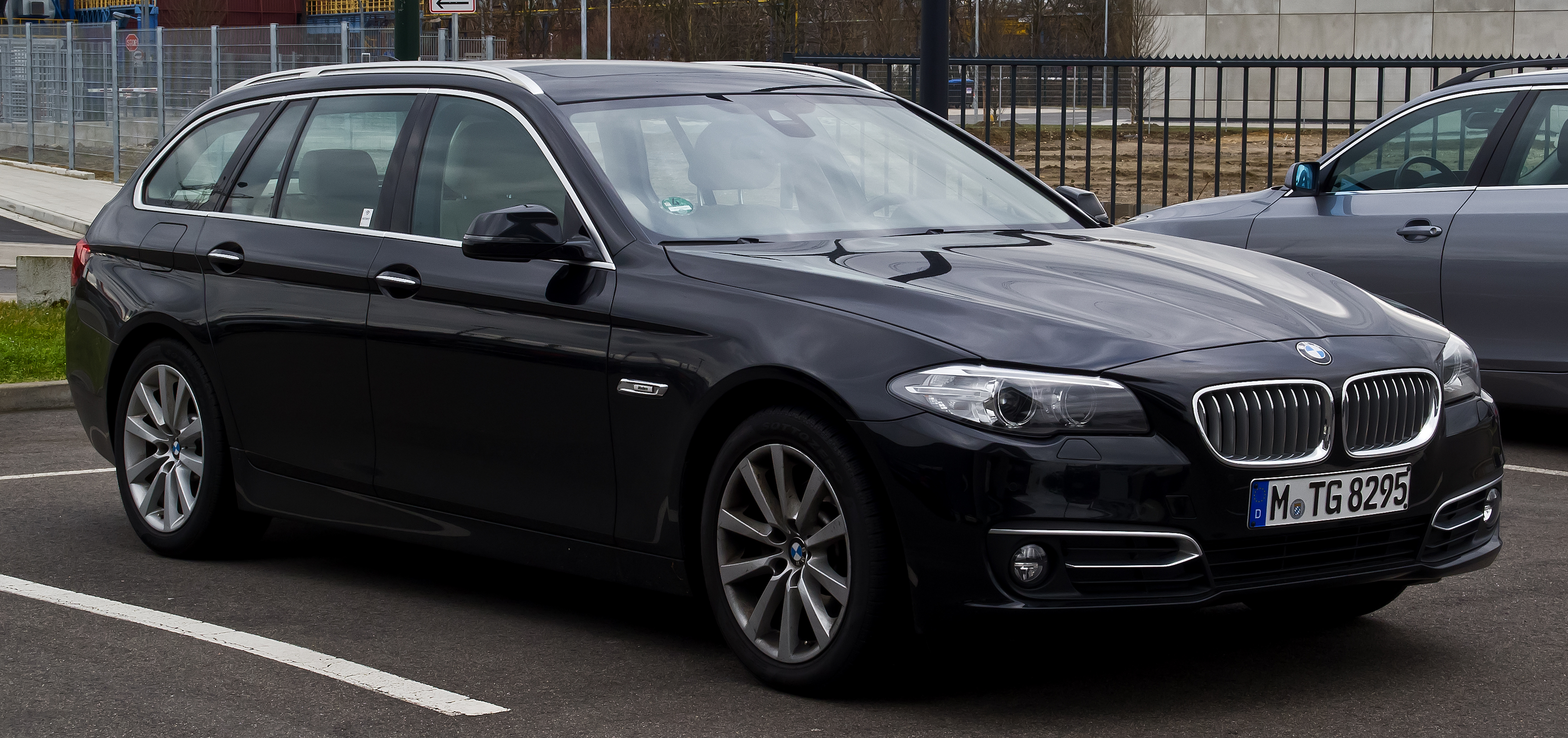 File bmw 520i touring modern line f11 facelift for Bmw modern line