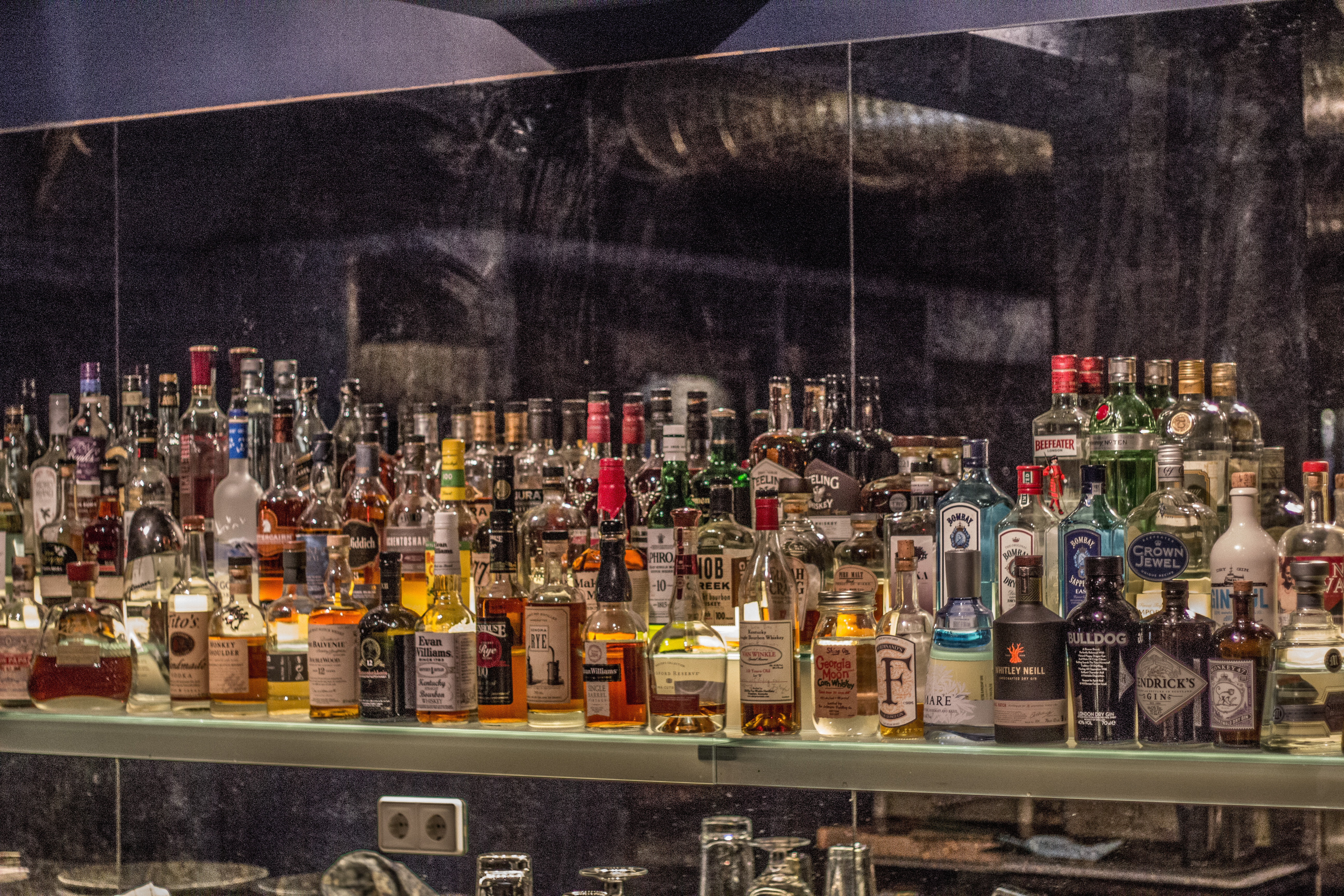 File:Backbar with bottles.jpg - Wikimedia Commons