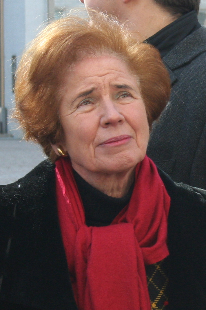 https://upload.wikimedia.org/wikipedia/commons/f/f1/Beate_Klarsfeld_(Dresden_2012)_3.jpg