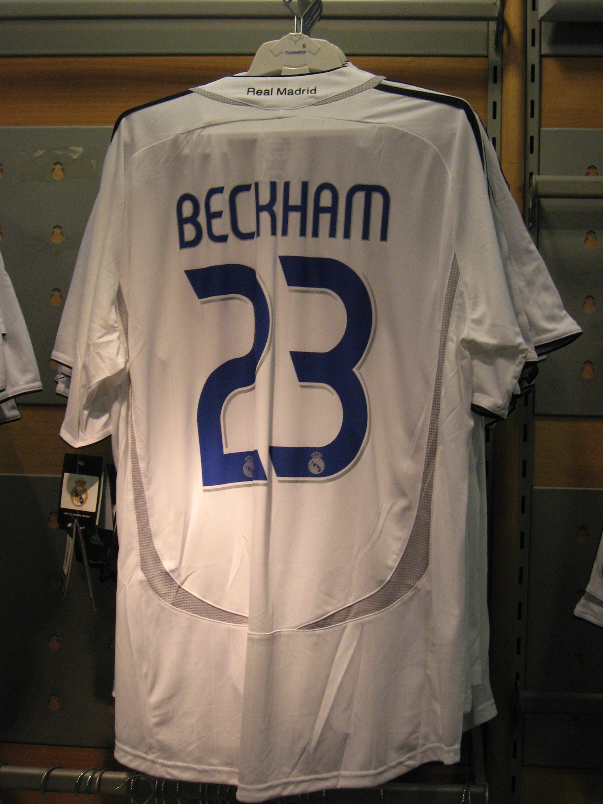 hot sale online 588ac 45a85 File:Beckham shirt Real Madrid.jpg - Wikimedia Commons