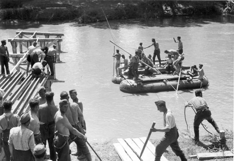 Fájl:Bundesarchiv Bild 146-1989-023-12, Griechenland, Bau einer Behelfsbrücke.jpg