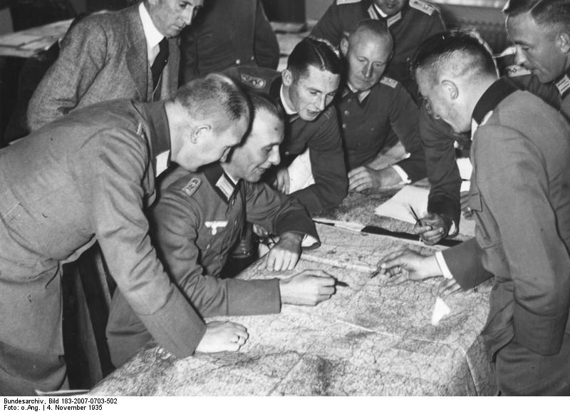 Εκπαίδευση στη Σχολή Πολέμου το 1935