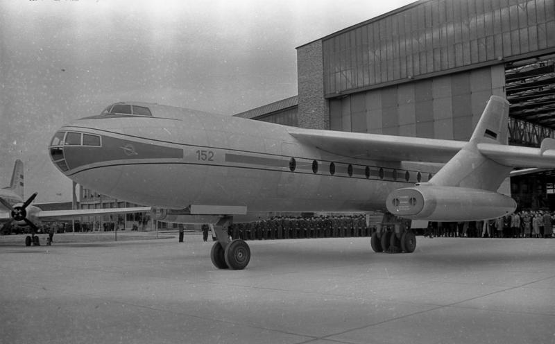 Bundesarchiv Bild 183-54953-0004, Flugzeugwerk Dresden, Flugzeug 152.jpg