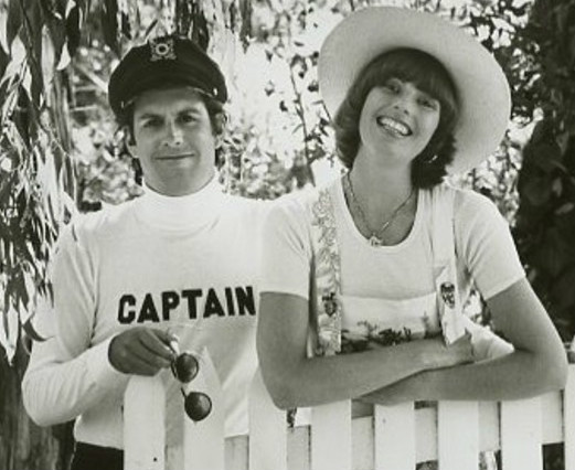File:Captain and tennille 1976.jpg