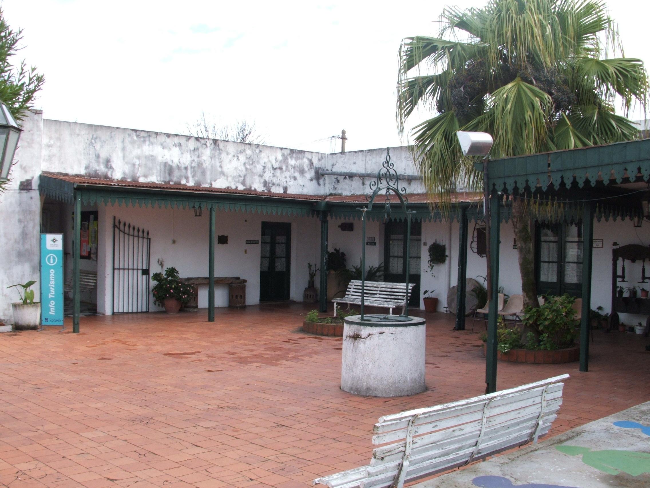 File casa de la cultura coronel ignacio barrios patio con wikimedia commons - Casa de cultura ignacio aldecoa ...