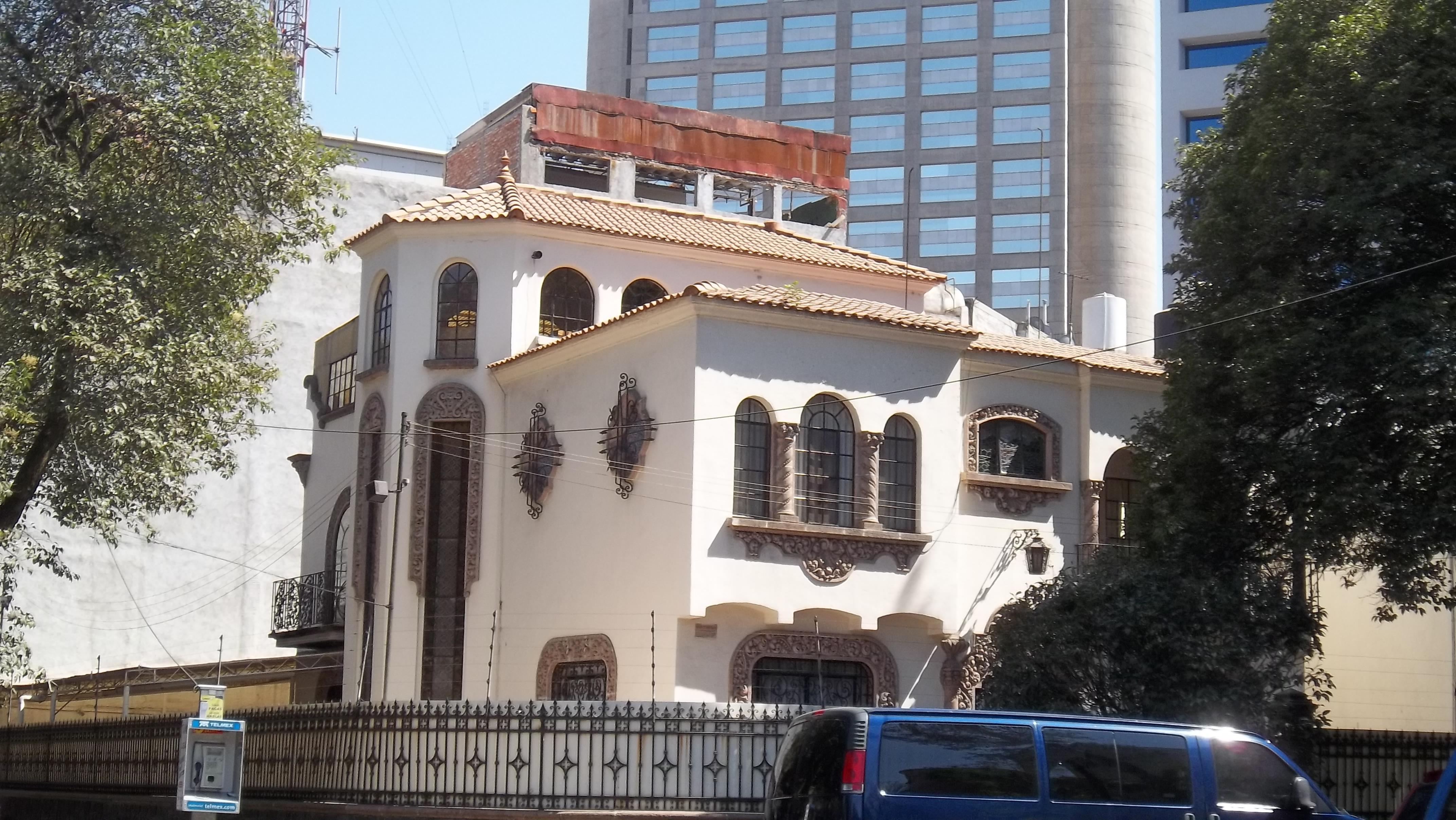 File:Casa estilo colonial californiano - Polanco - Ciudad de México ...