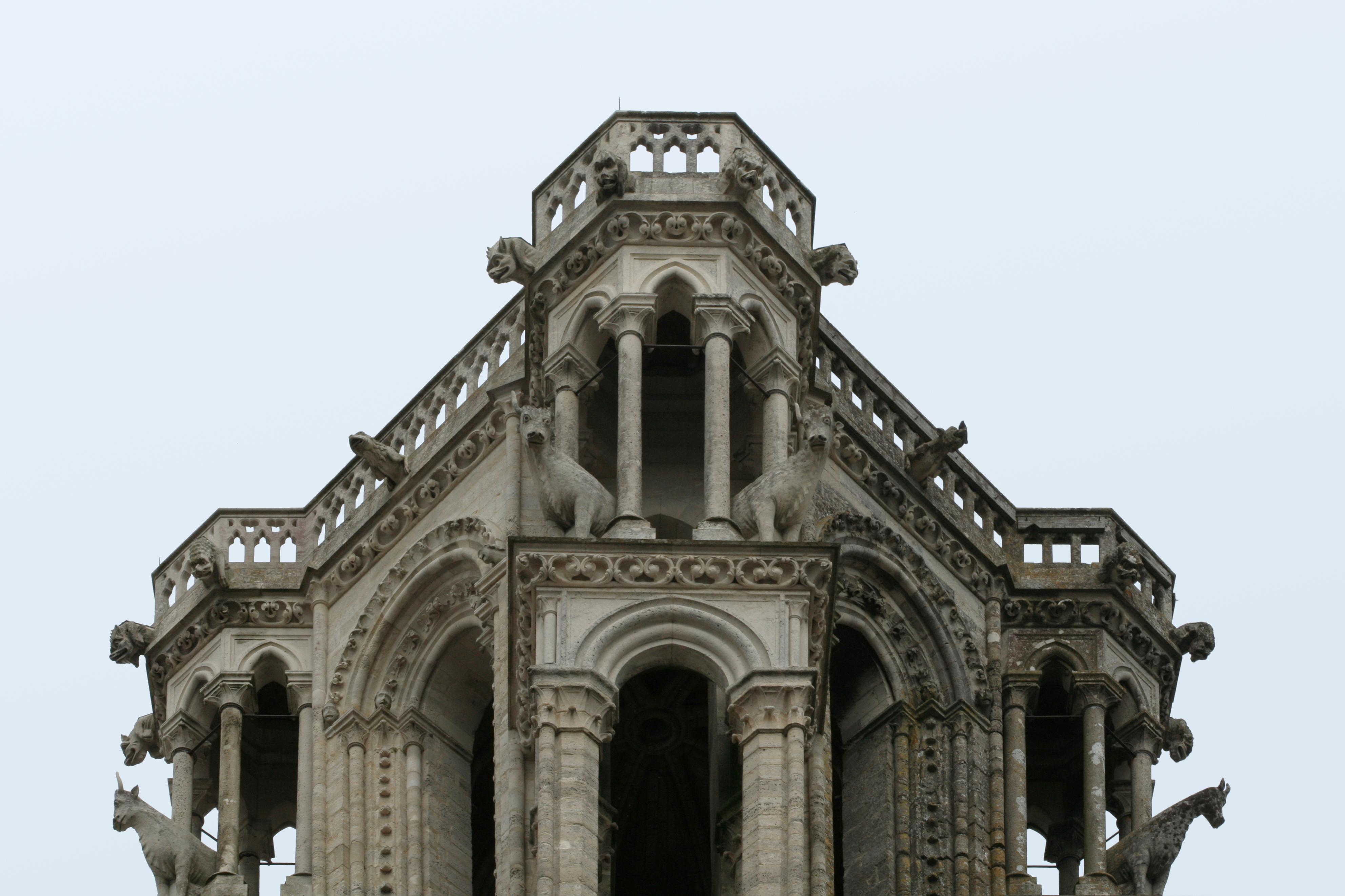 File:Cathédrale Notre-Dame de Laon, tours occidentales 02