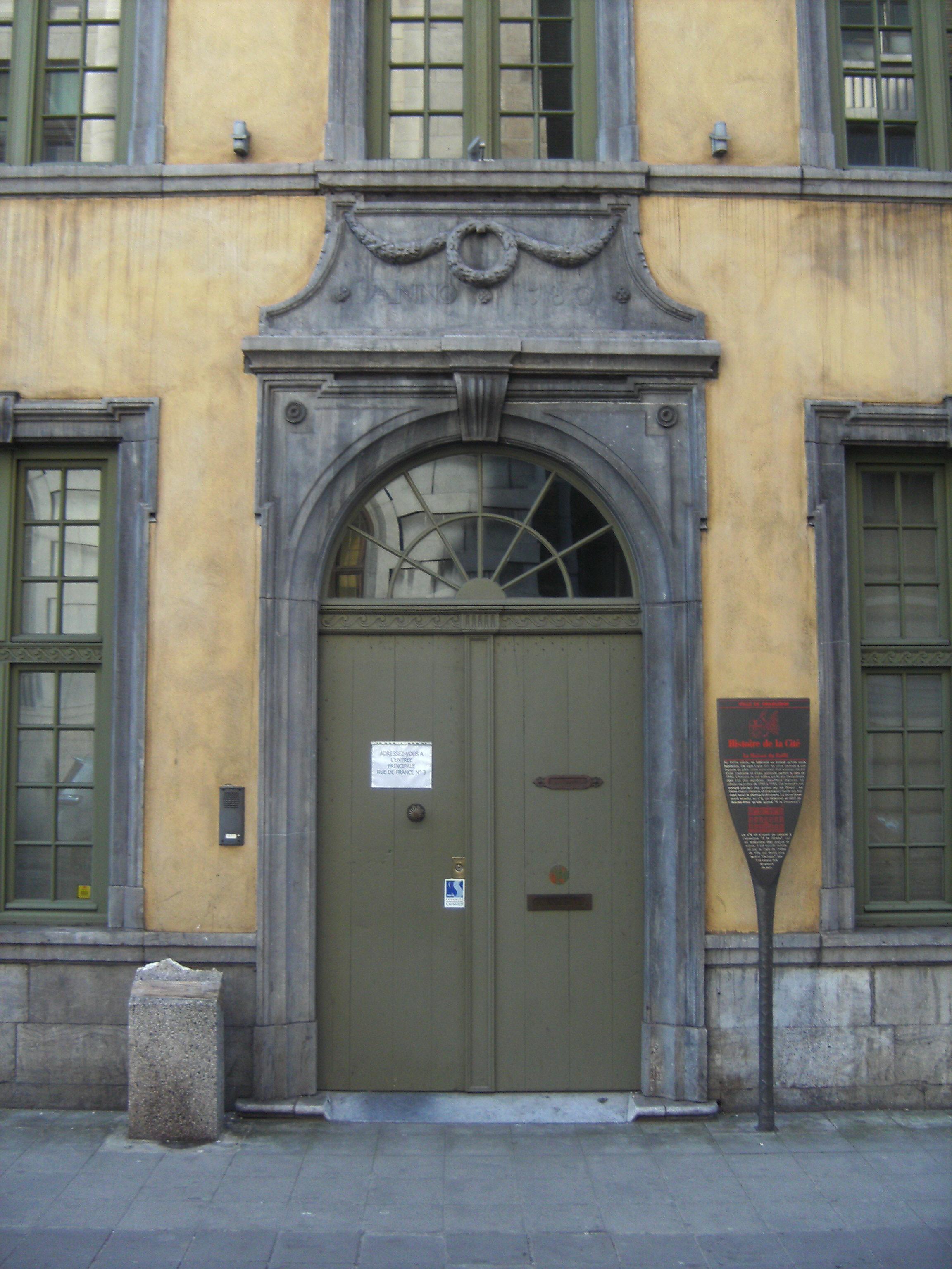 Filecharleroi maison du bailli porte dentrée jpg