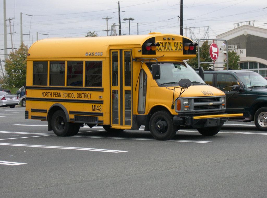 Minibus For Sale >> File:Chevrolet Van School Bus.jpg - Wikipedia