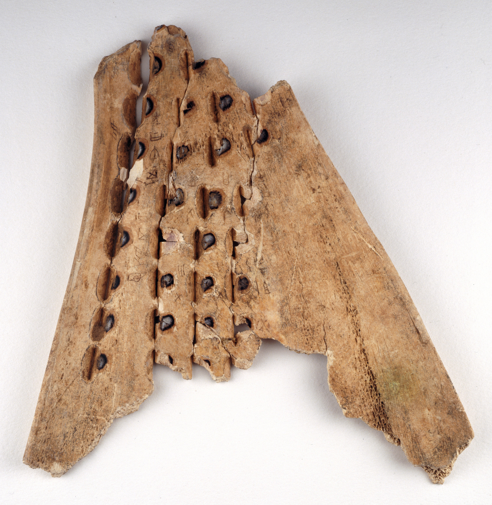 File:Chinese oracle bone (16th-10th C BC) - BL Or. 7694.jpg