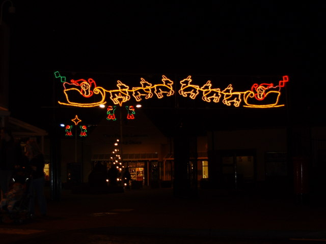 filechristmas lights at gretna gateway outlet village geographorguk