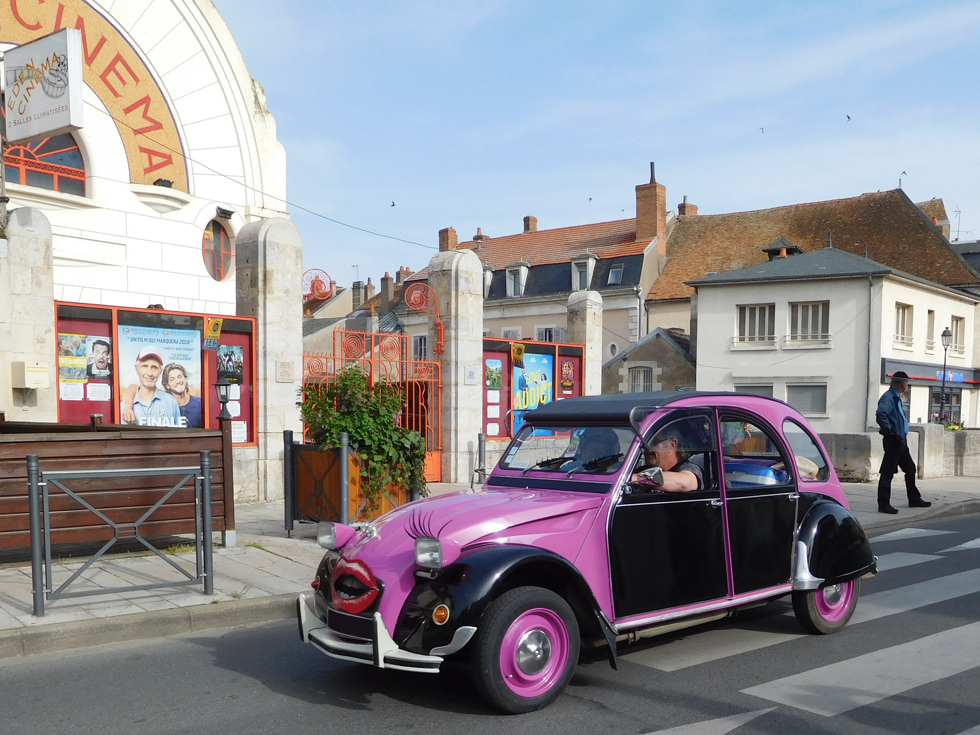File:Citroën 2CV, mouth painted jpg - Wikimedia Commons