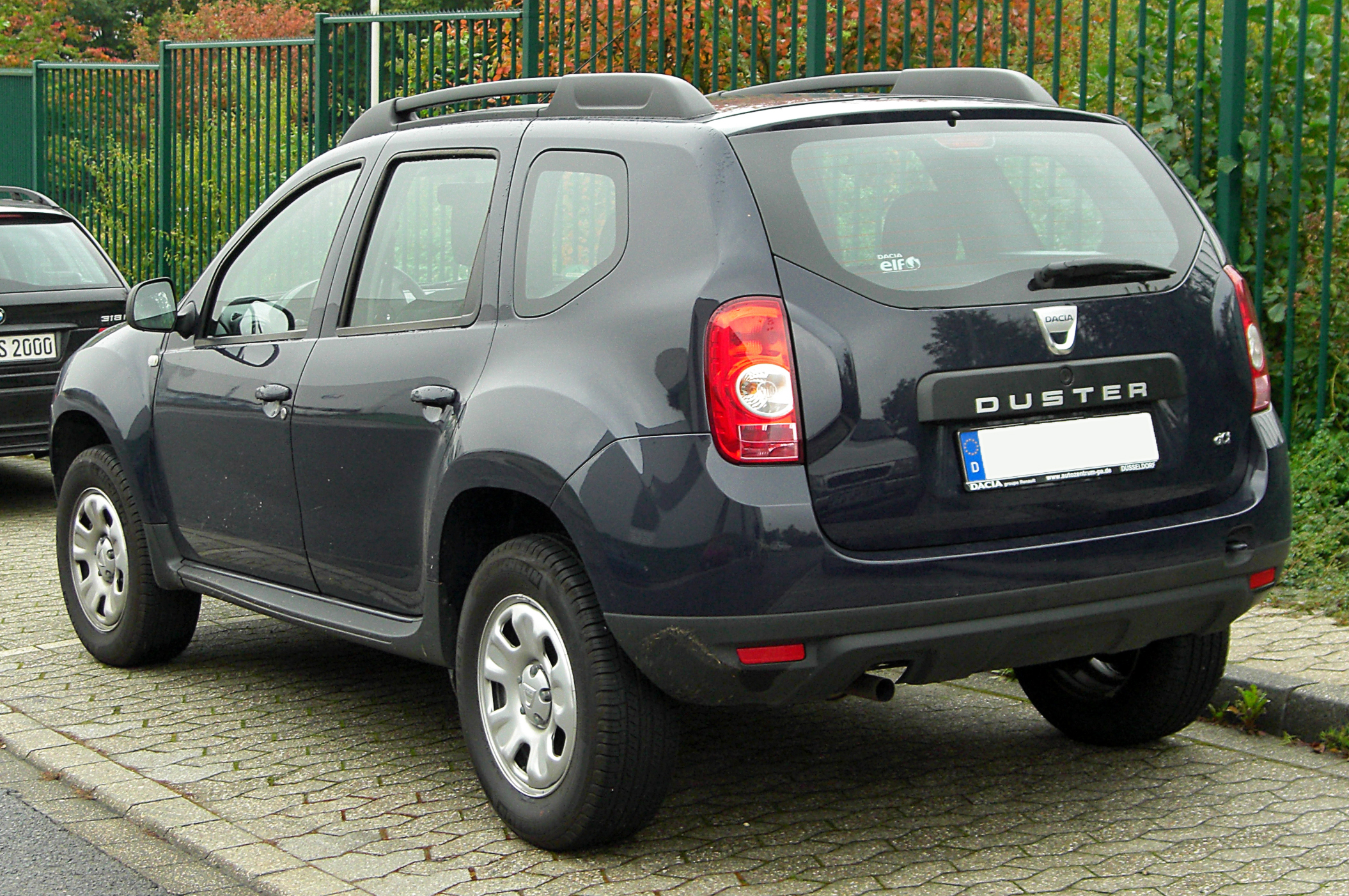 Dacia_Duster_1.5_dCi_rear_20100928.jpg