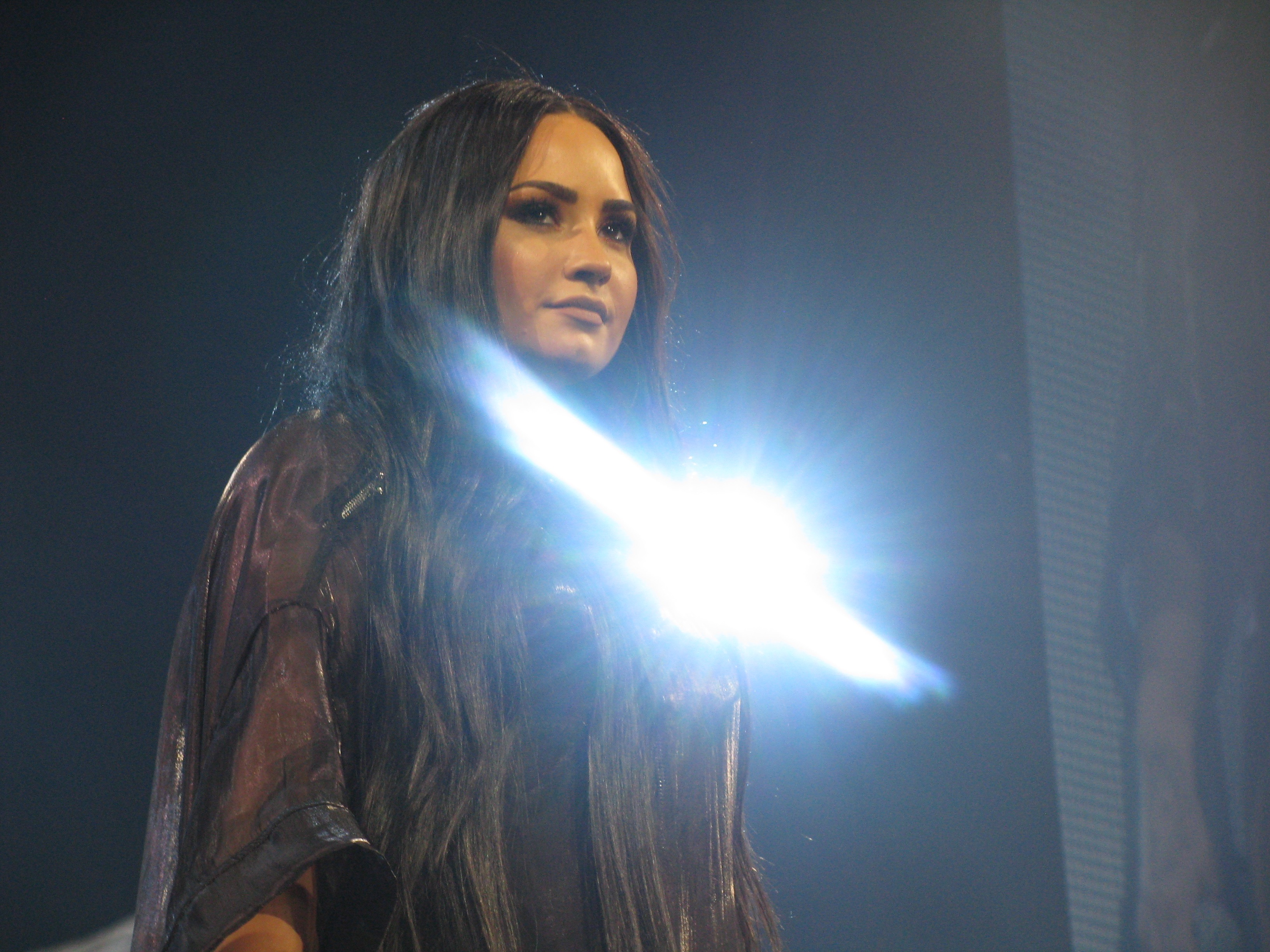 File Demi Lovato Tell Me You Love Me World Tour In The Light Jpg Wikimedia Commons