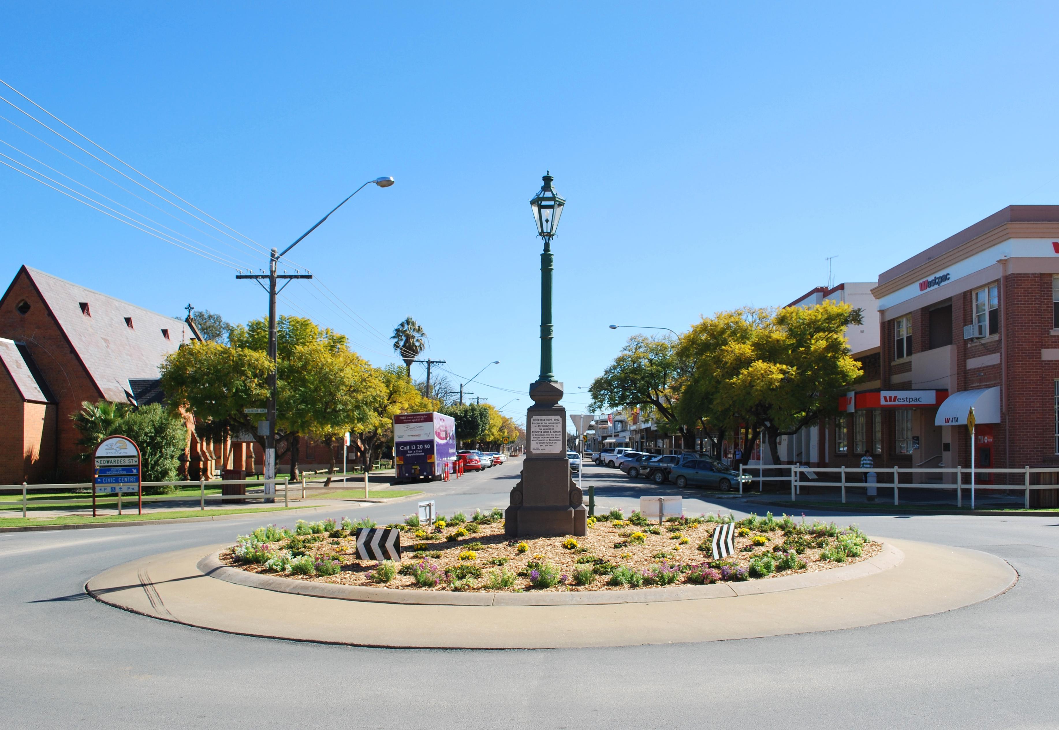 Deniliquin Australia  City pictures : Deniliquin Boer War Memorial Lamp 001