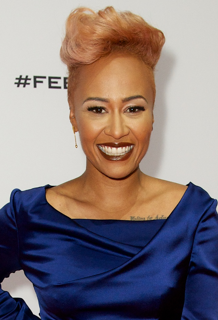 The 29-year old daughter of father Joel Sande and mother Diane Sande, 160 cm tall Emeli Sandé in 2017 photo