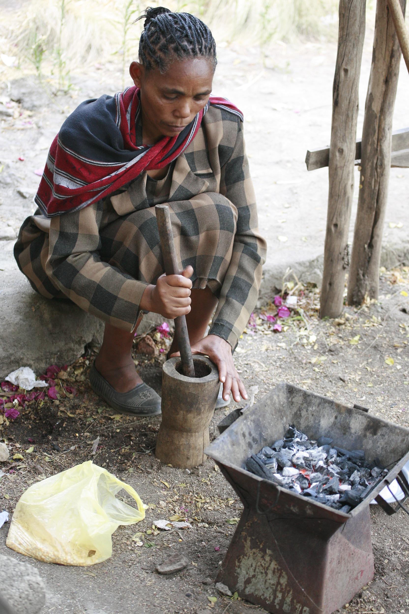 Ethiopian_Coffee_Ceremony_003.jpg