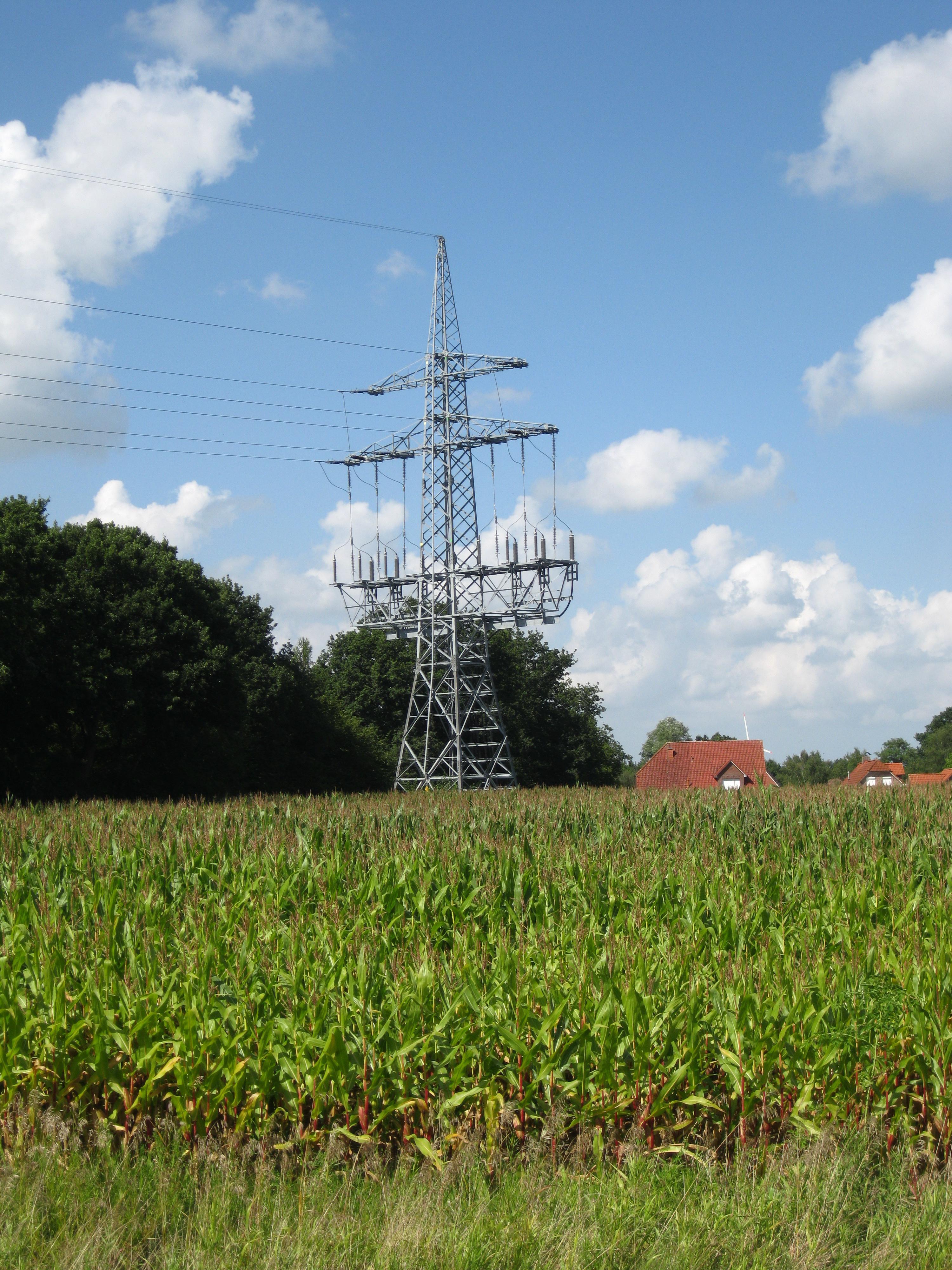 File:Freileitung-erdkabel-uebergabe.jpg - Wikimedia Commons