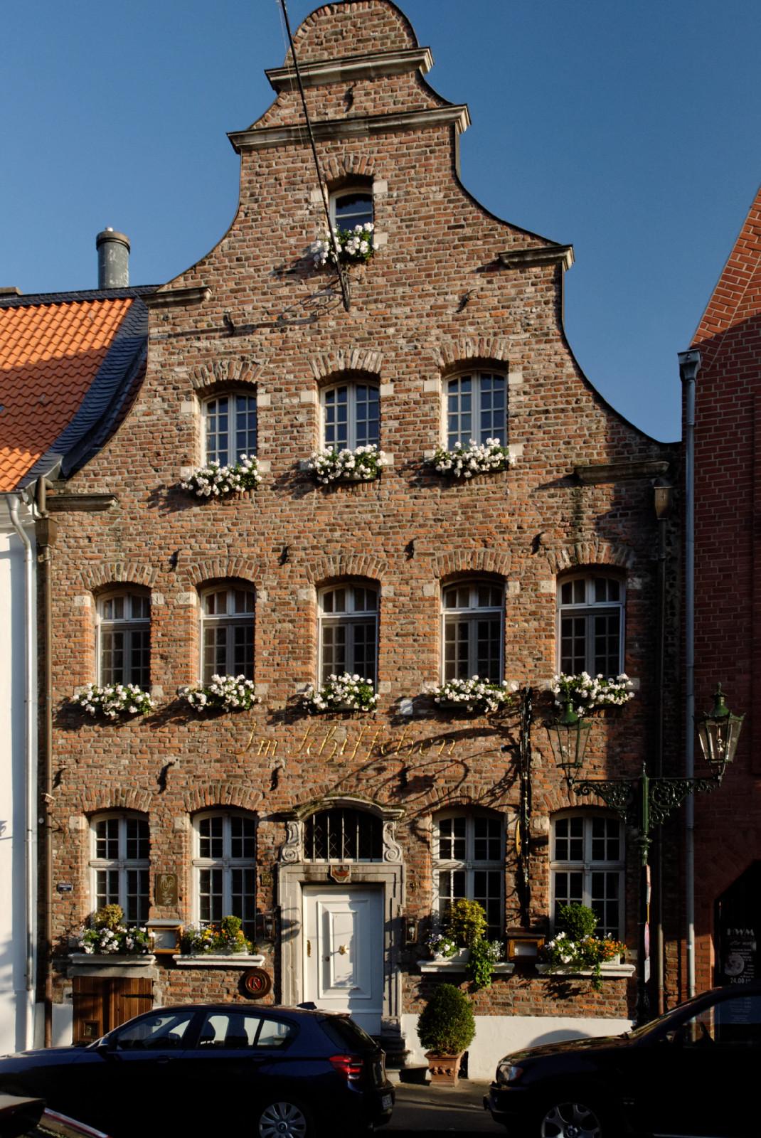 Restaurant Düsseldorf Kaiserswerth file gebaeude kaiserswerther markt 9 in duesseldorf kaiserswerth