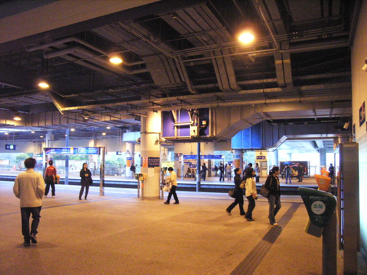 HK TM Tuen Mun Station LR platform.JPG