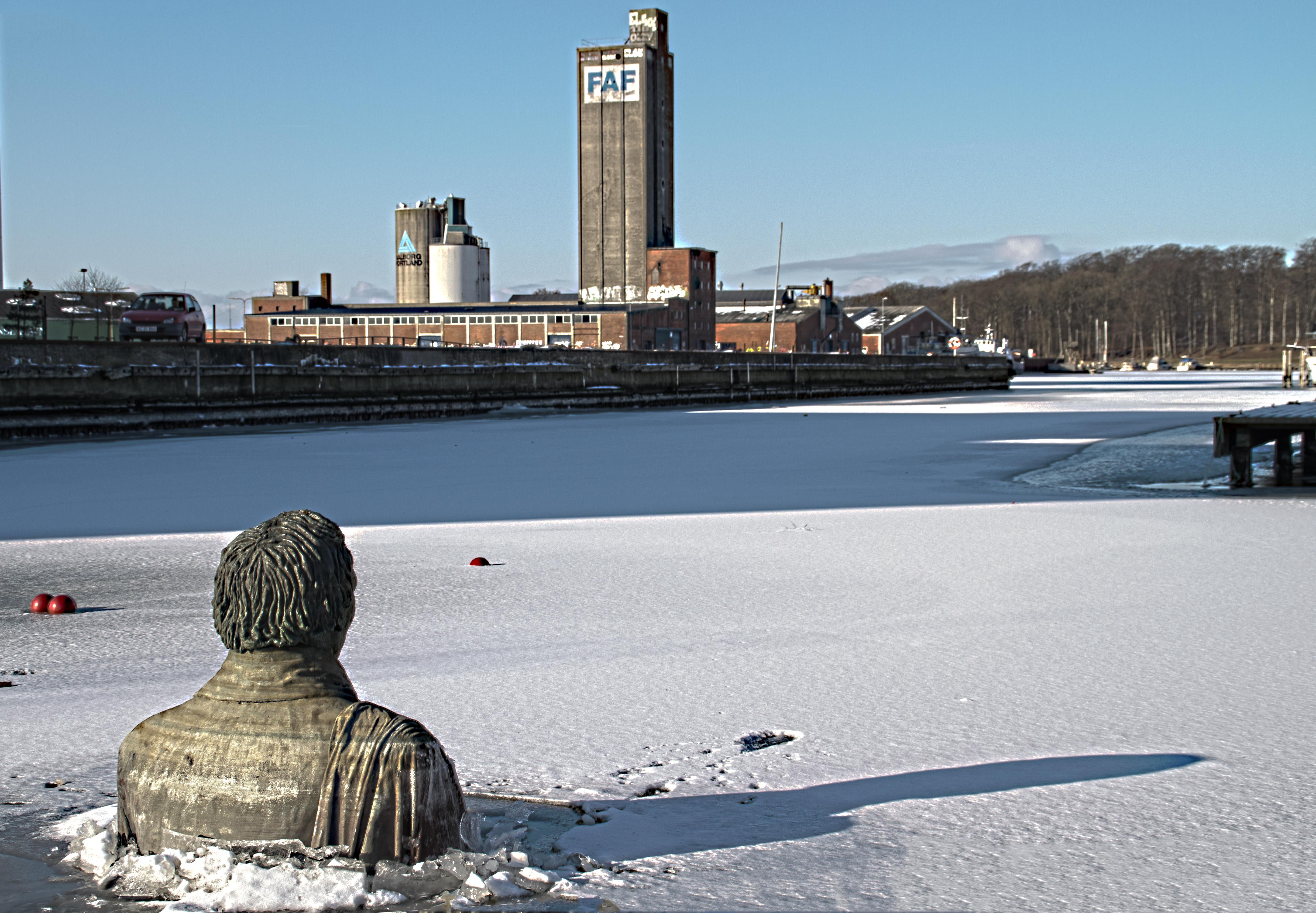 file hans christian andersen in odense harbor jpg wikimedia commons