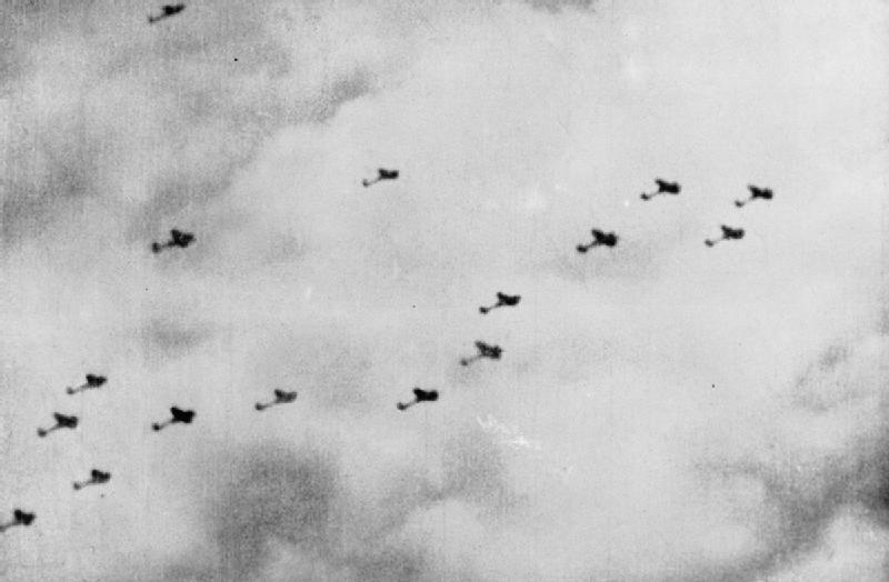 File:Heinkel He 111 fly over Southampton.jpg