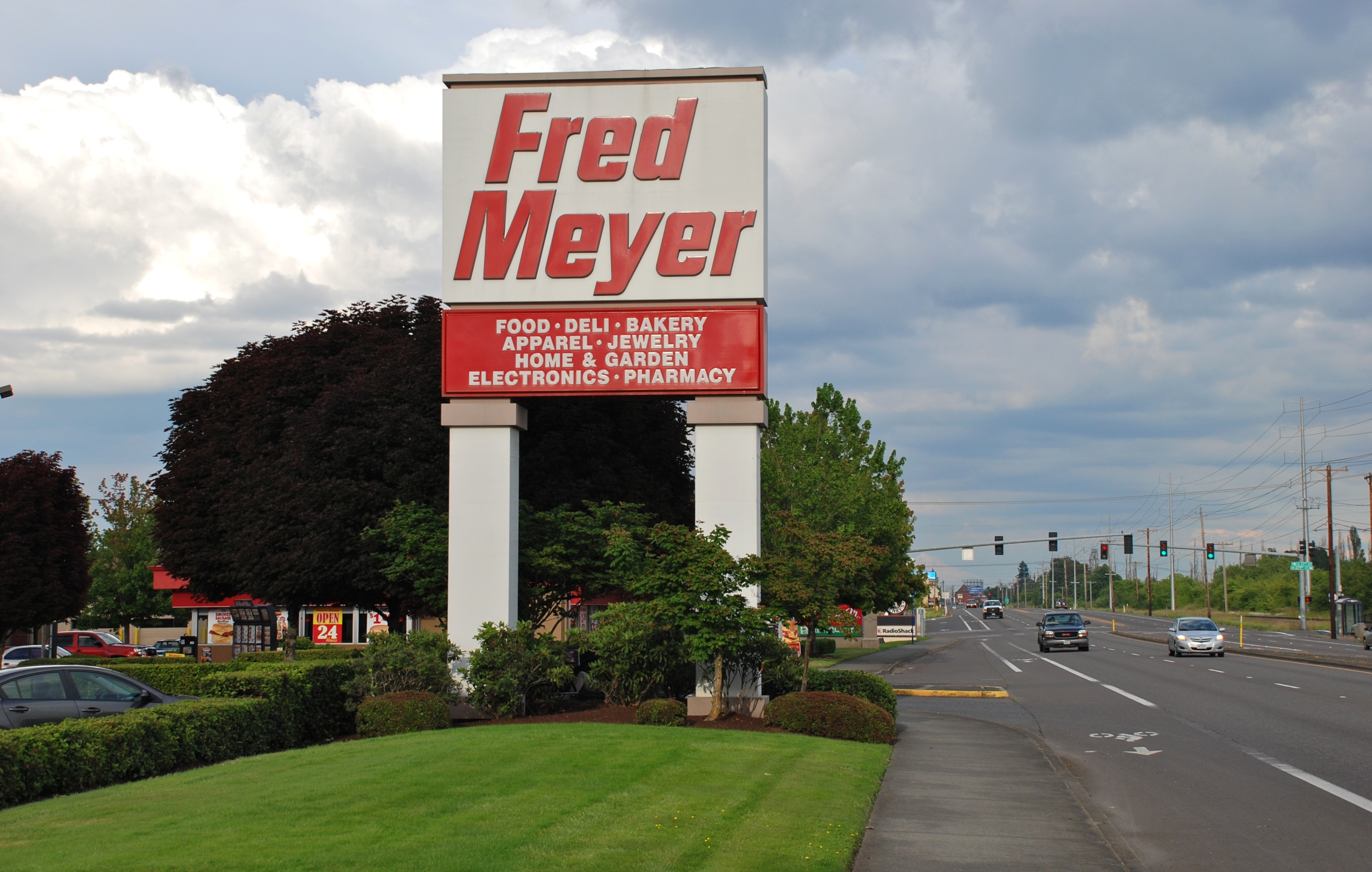 File:Hillsboro Fred Meyer Store Sign With TV Highway, 2013