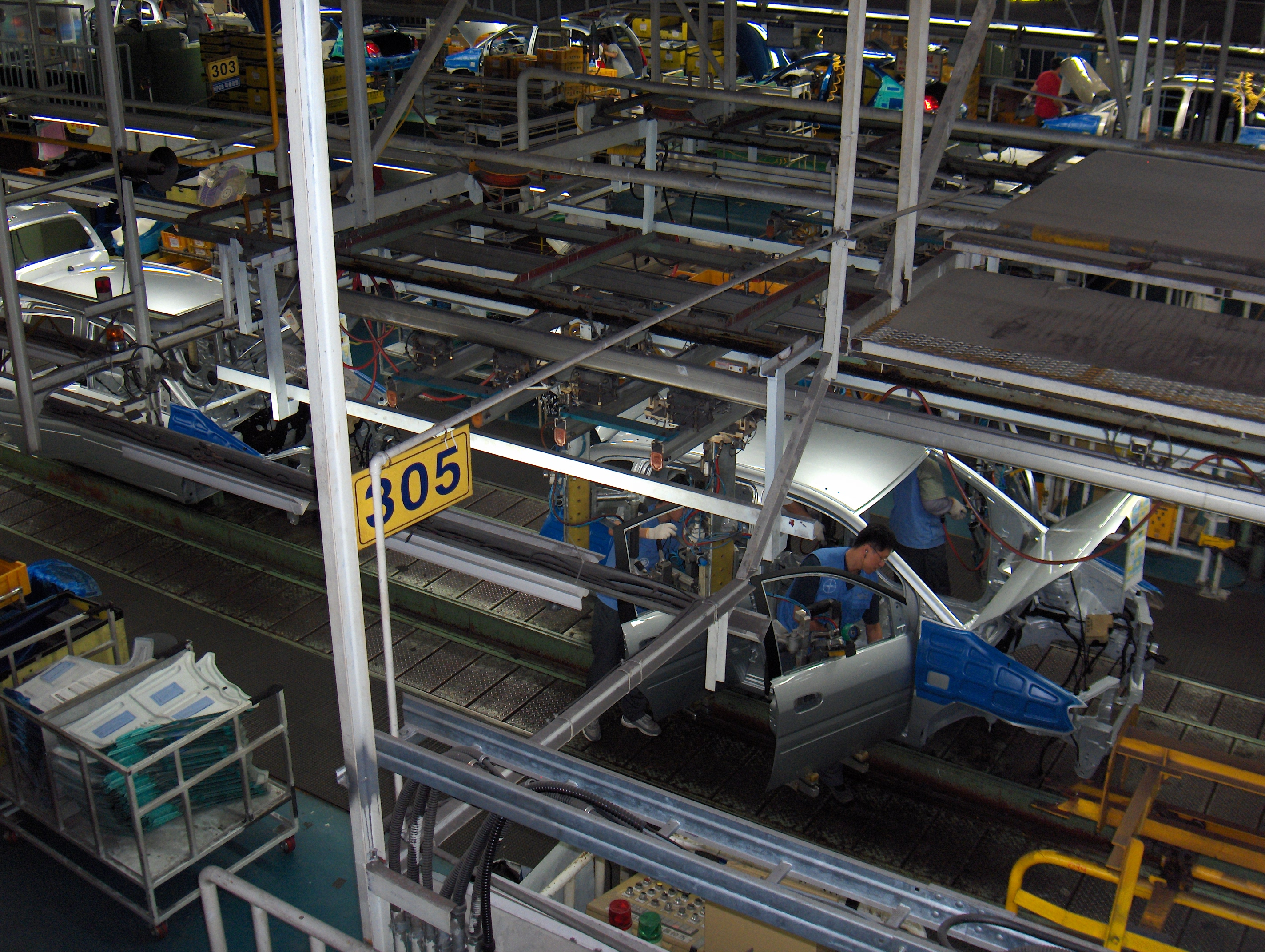 File:Hyundai car assembly line.jpg - Wikimedia Commons