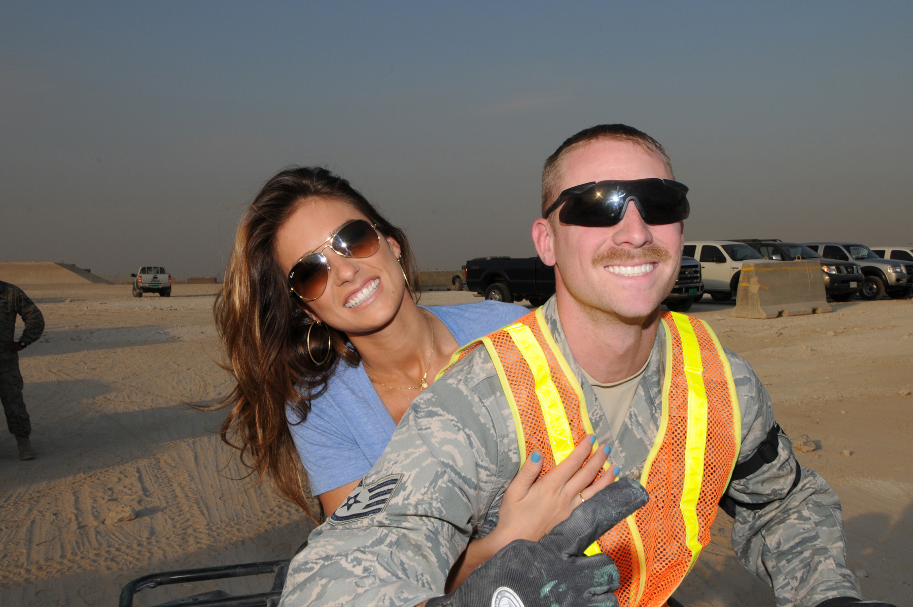 File:Jessie James visits with Staff Sgt. Aaron Burnley ...