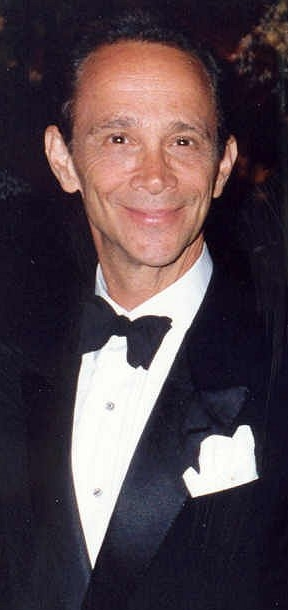 Image of Joel Grey from Wikidata
