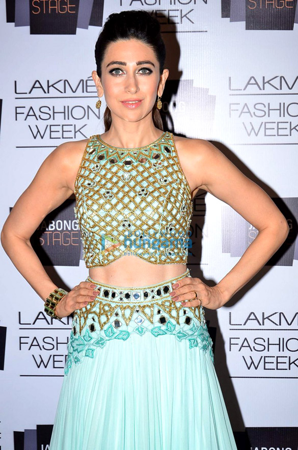 The 43-year old daughter of father Randhir Kapoor and mother Babita, 163 cm tall Karisma Kapoor in 2017 photo