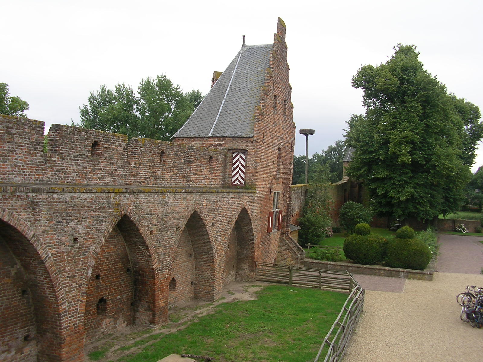 File Kasteel Doornenburg (48) JPG   Wikimedia Commons
