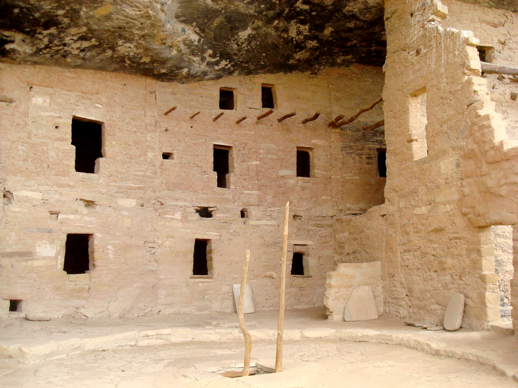file kiva ladder poles spruce tree house jpg wikimedia