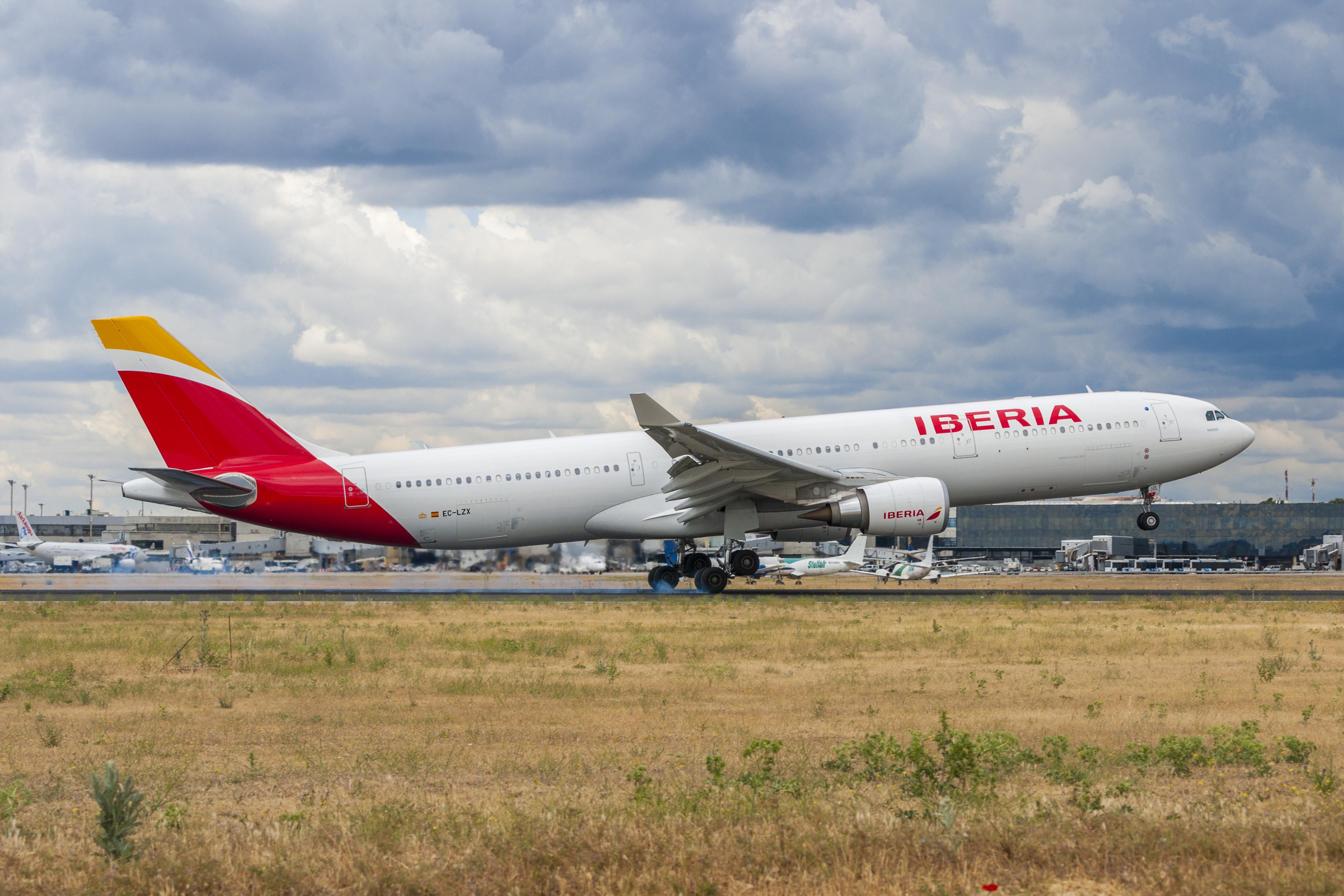 Resultado de imagen de Iberia y Binter firman un nuevo acuerdo de código compartido