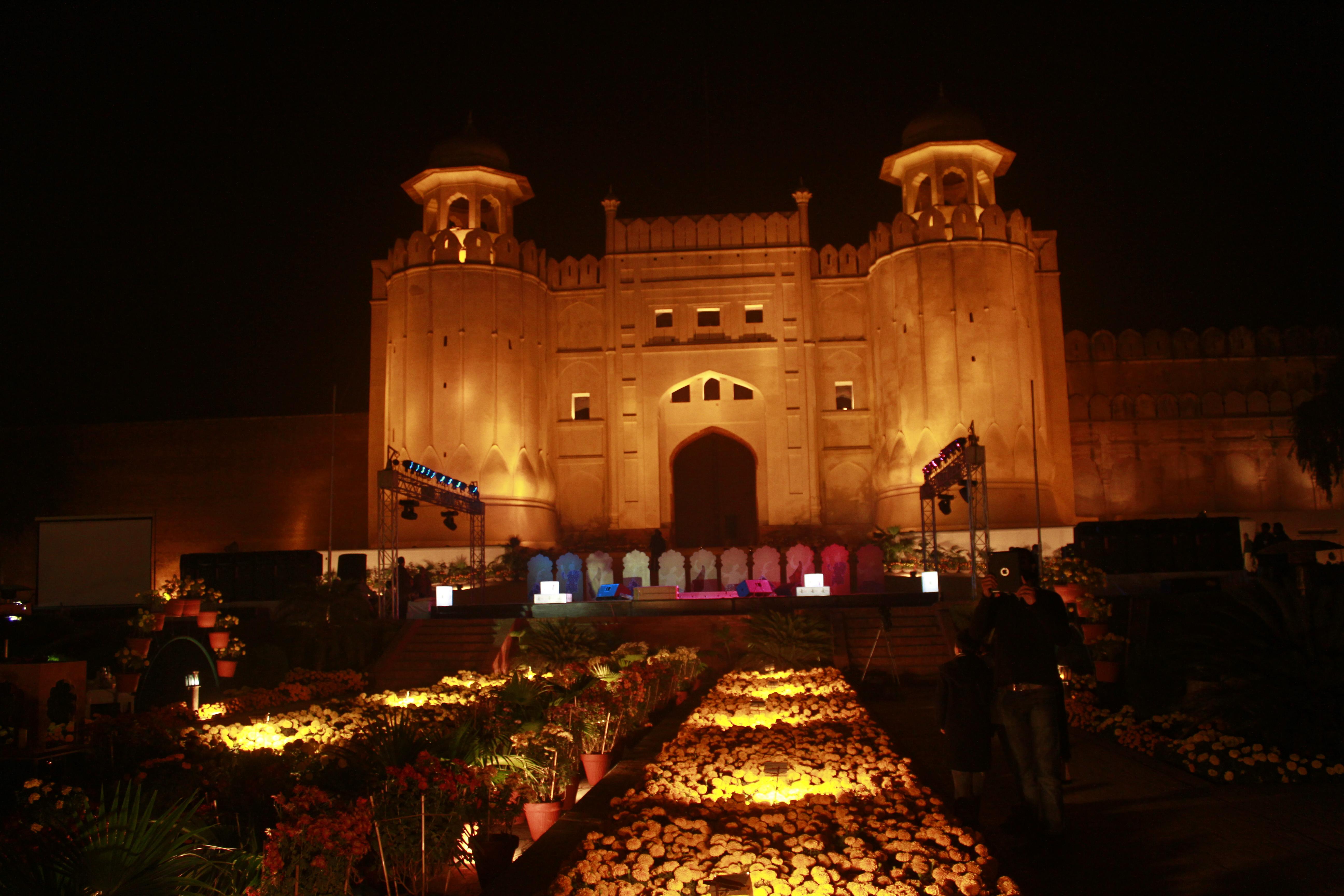 Askari  Lahore  Bed Fats For Rent