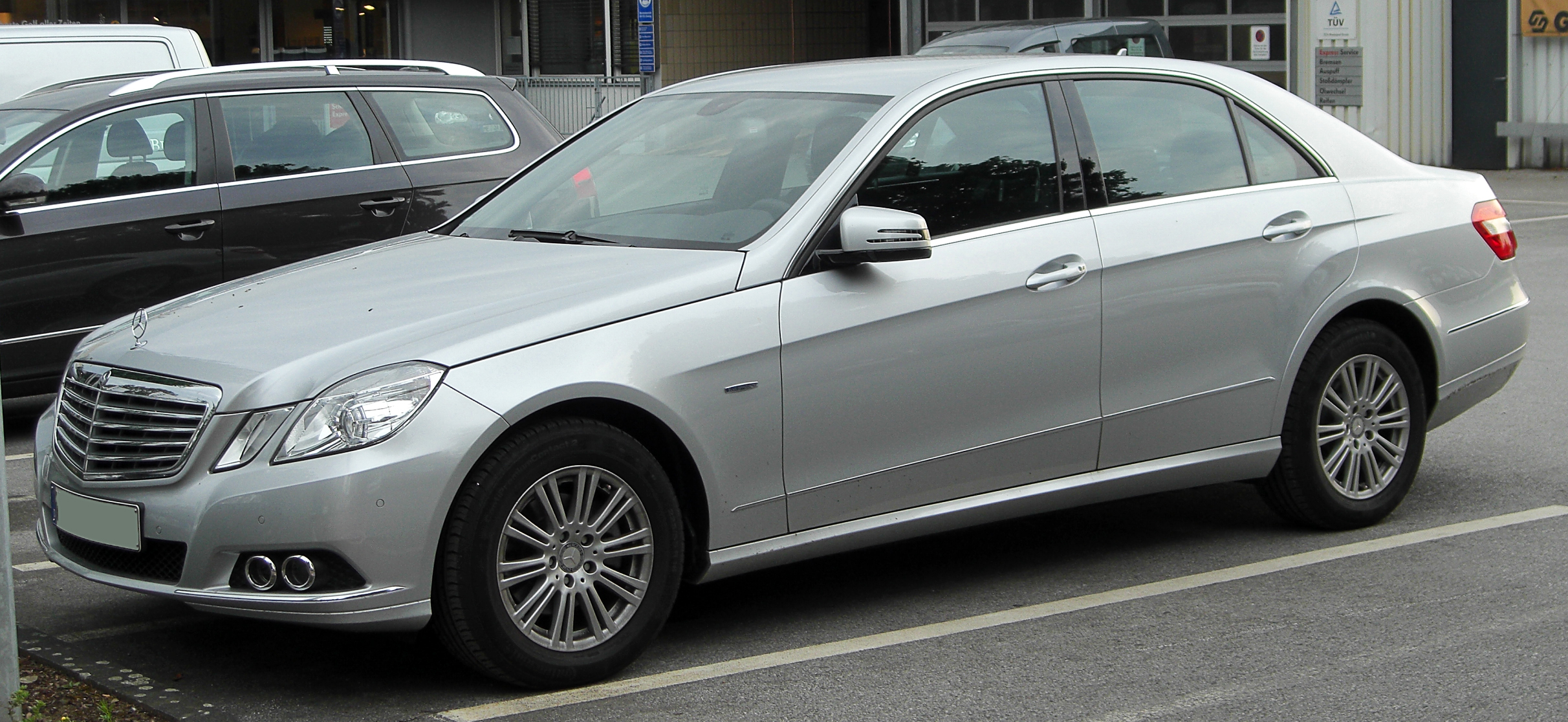 File:Mercedes E 200 CDI BlueEFFICIENCY Elegance (W212) front ...