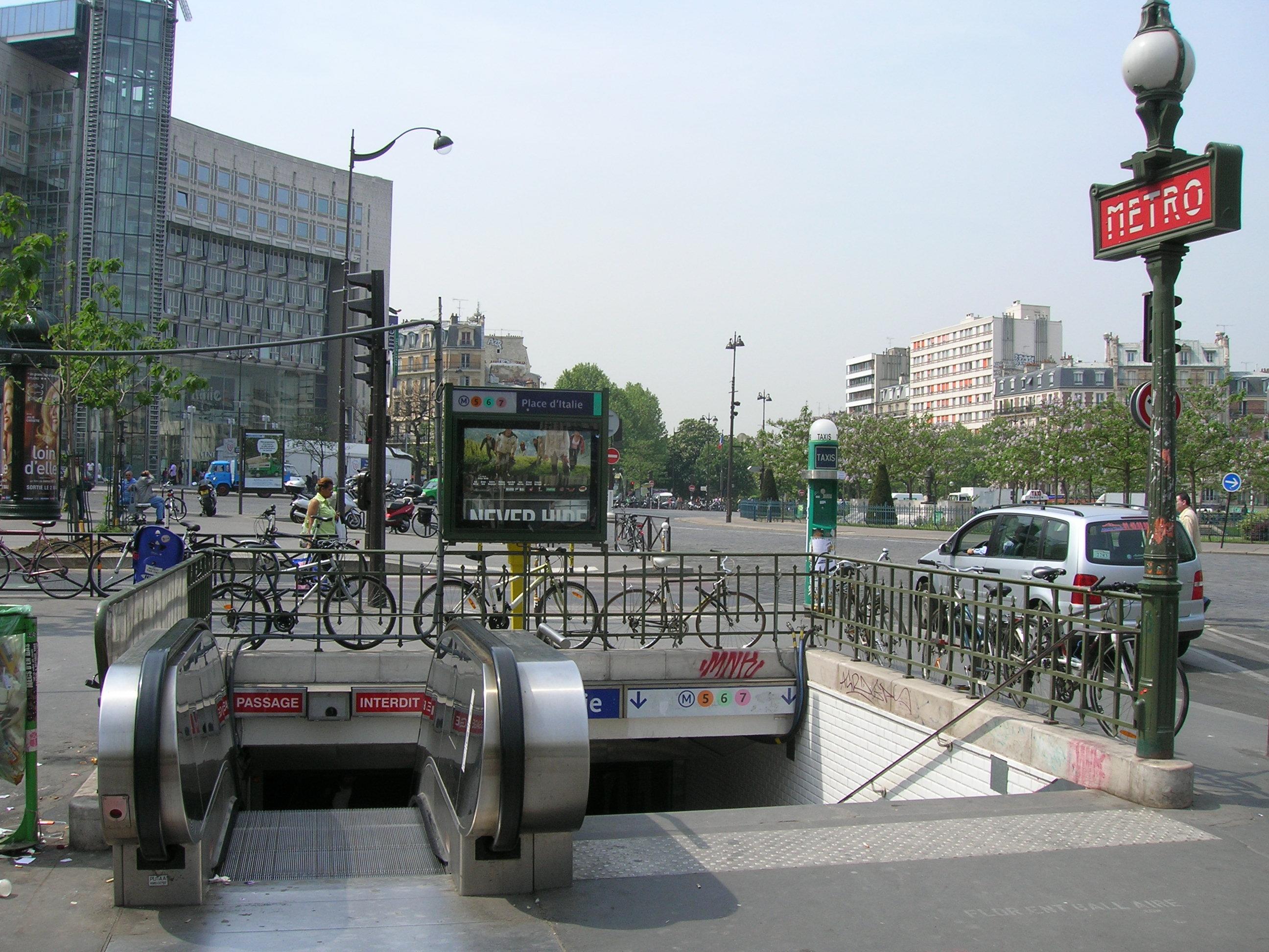 File metro 5 6 7 place d italie acc s jpg wikimedia commons for Metro porte d italie